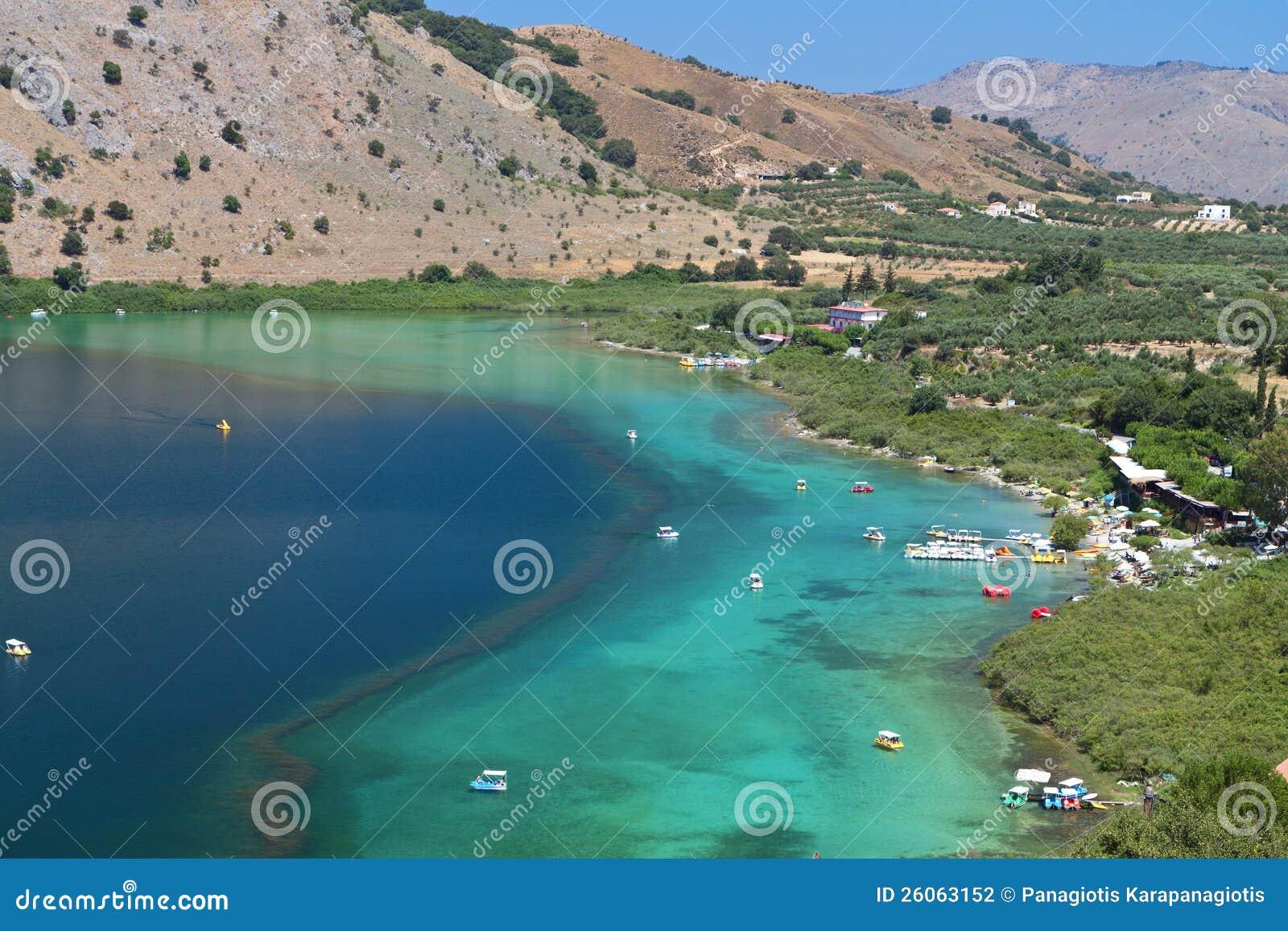 Озеро Kournas на острове Крита