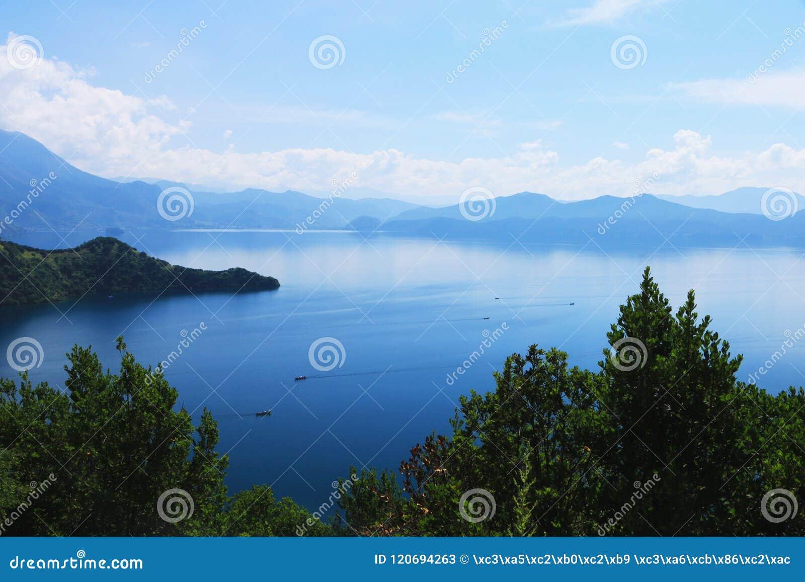 Озеро Lugu, Lijiang, Юньнань, Китай
