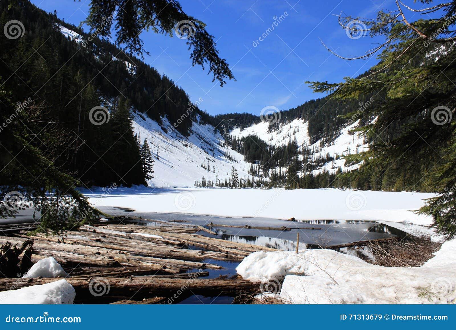 Озеро Talapus Snowy, WA