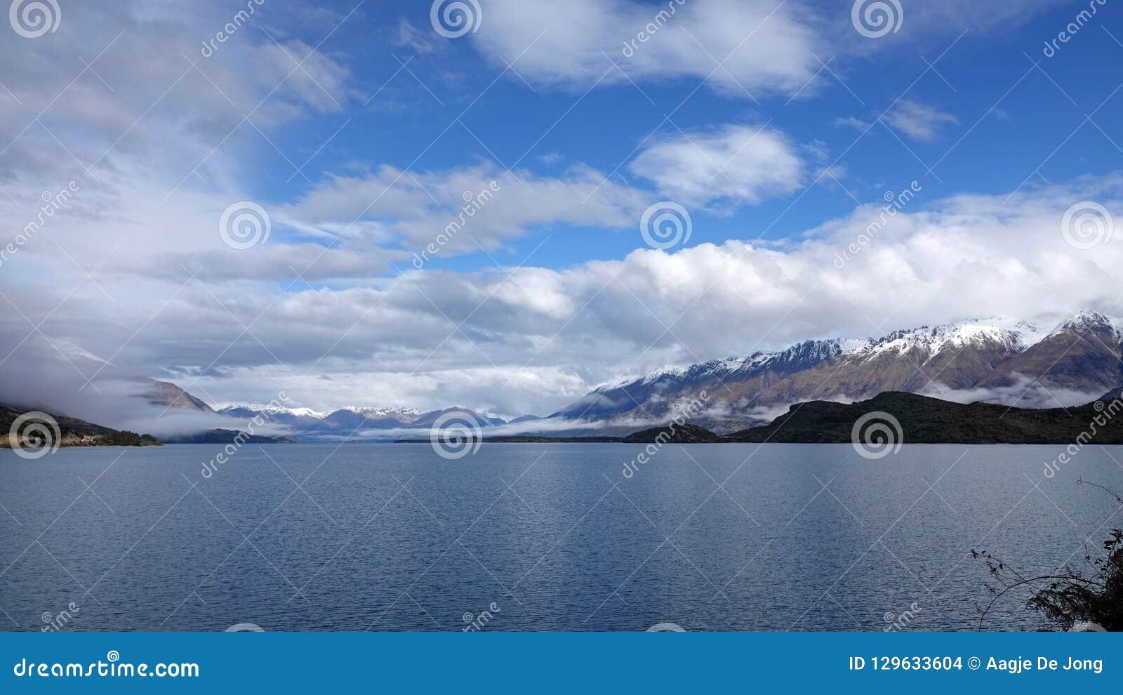 Озеро Wakatipu на приводе Glenorchy сценарном, Новой Зеландии