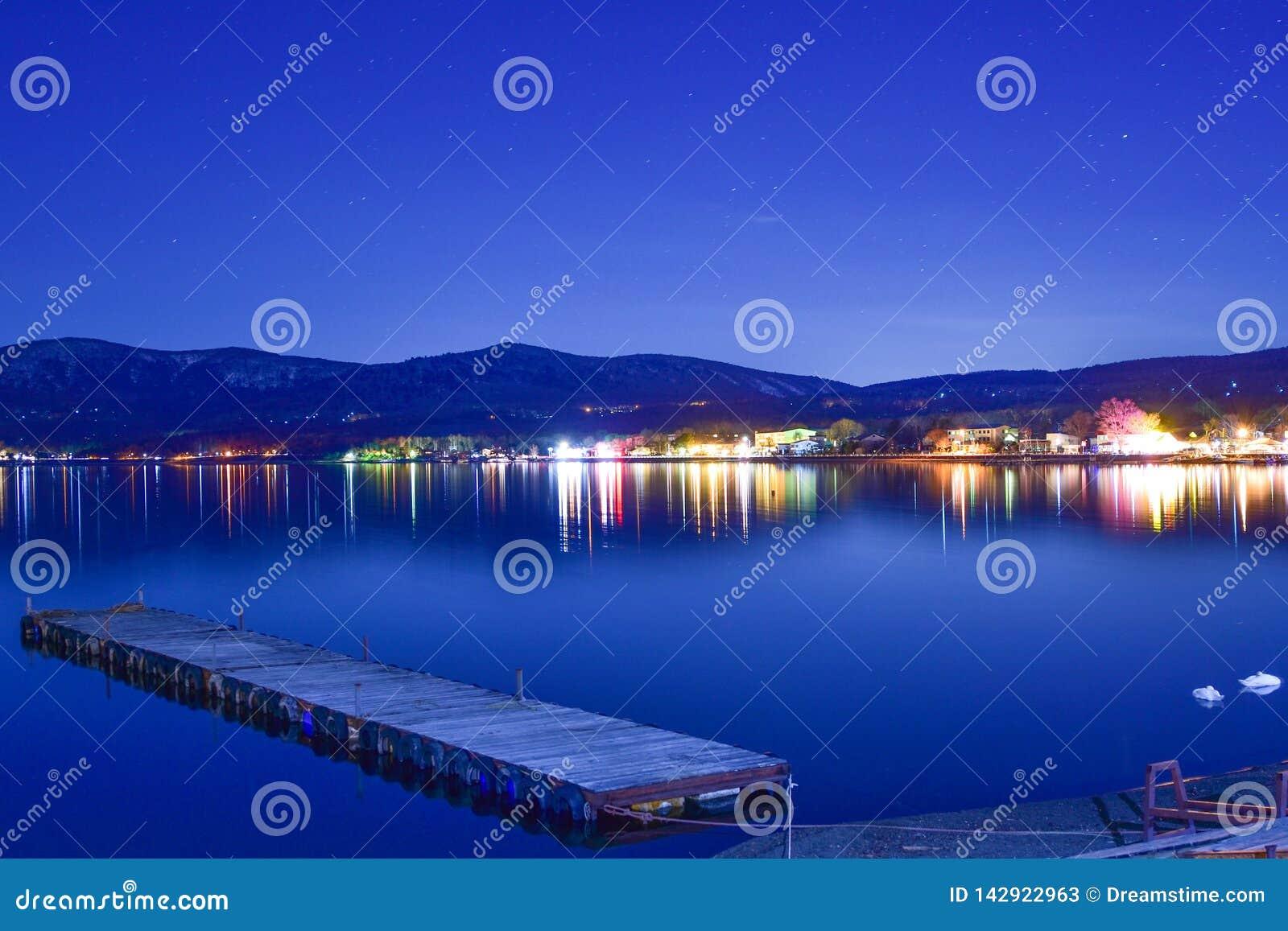 Озеро Yamanaka около Mount Fuji вечером