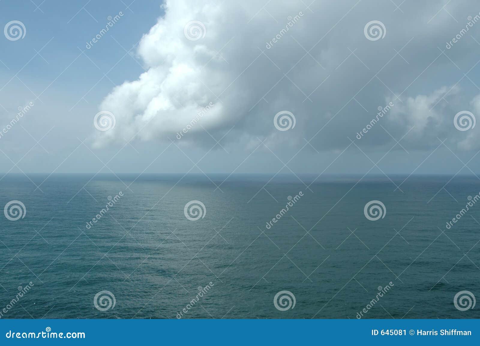 Download океан pacific стоковое изображение. изображение насчитывающей вода - 645081