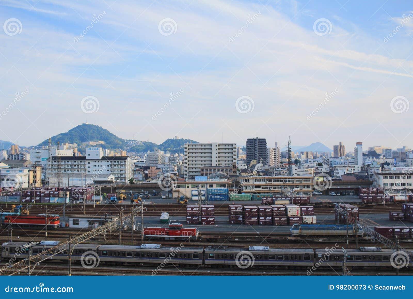Download док поезда на ХИРОСИМЕ, редакционное стоковое фото. изображение насчитывающей футуристическо - 98200073