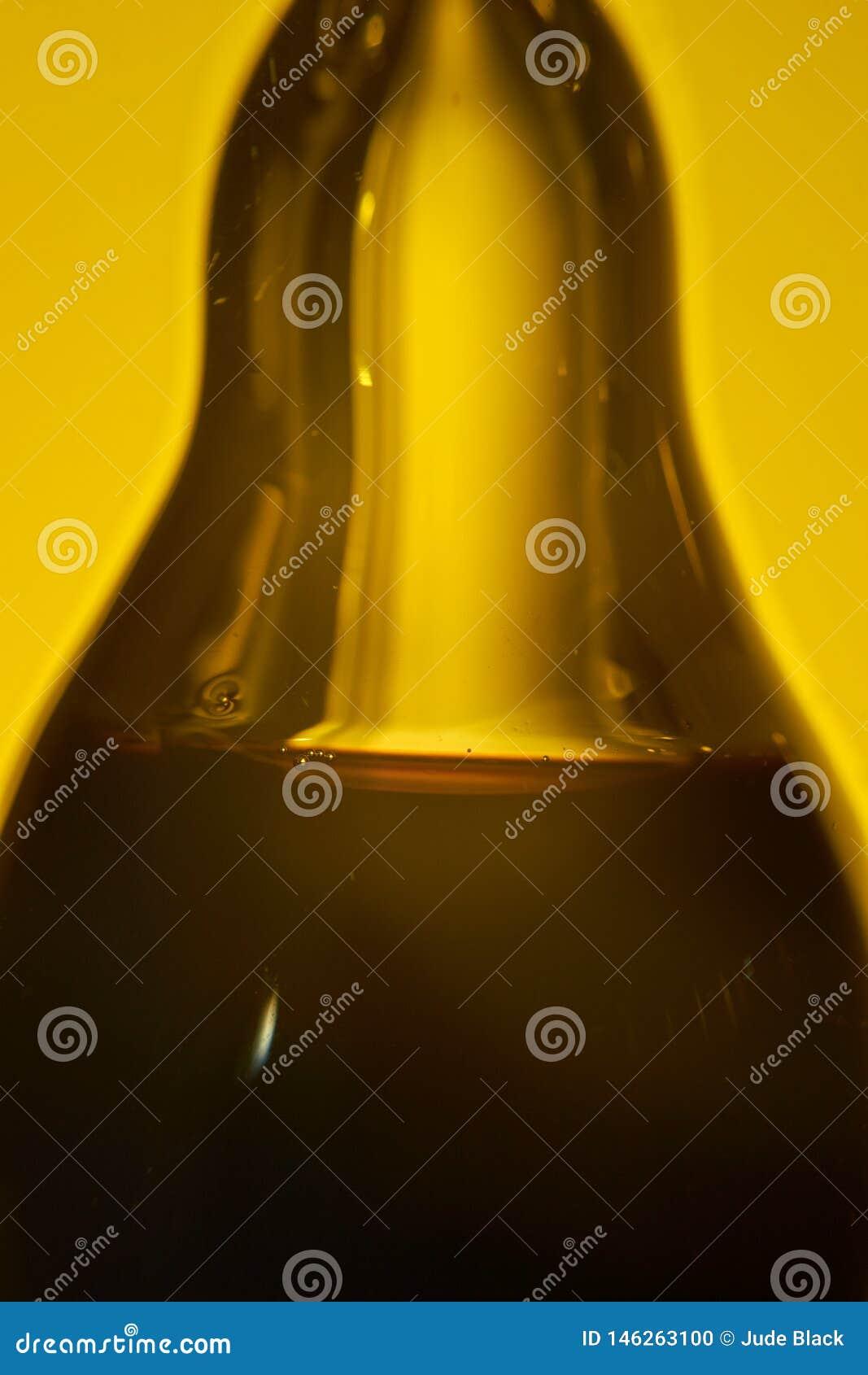 Оливковое масло и бальзамический уксус, в частях serarate грушевидной стеклянной бутылки