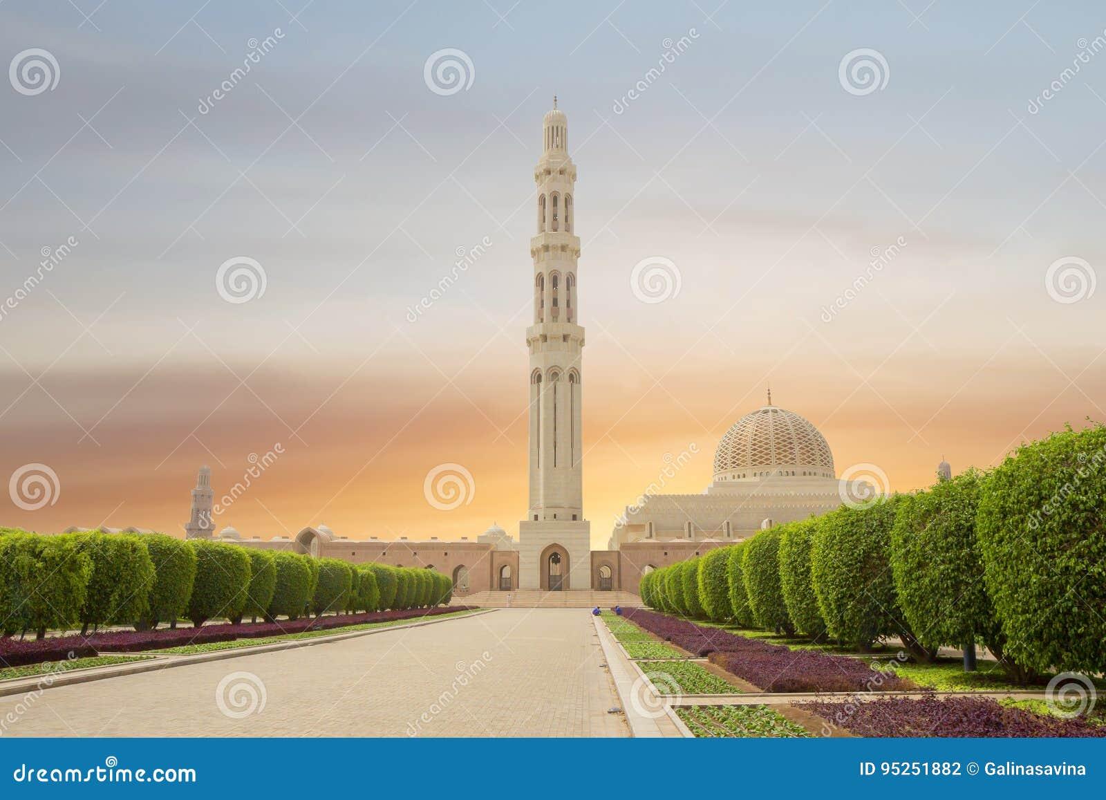 Оман маскат Грандиозная мечеть султана Qaboos