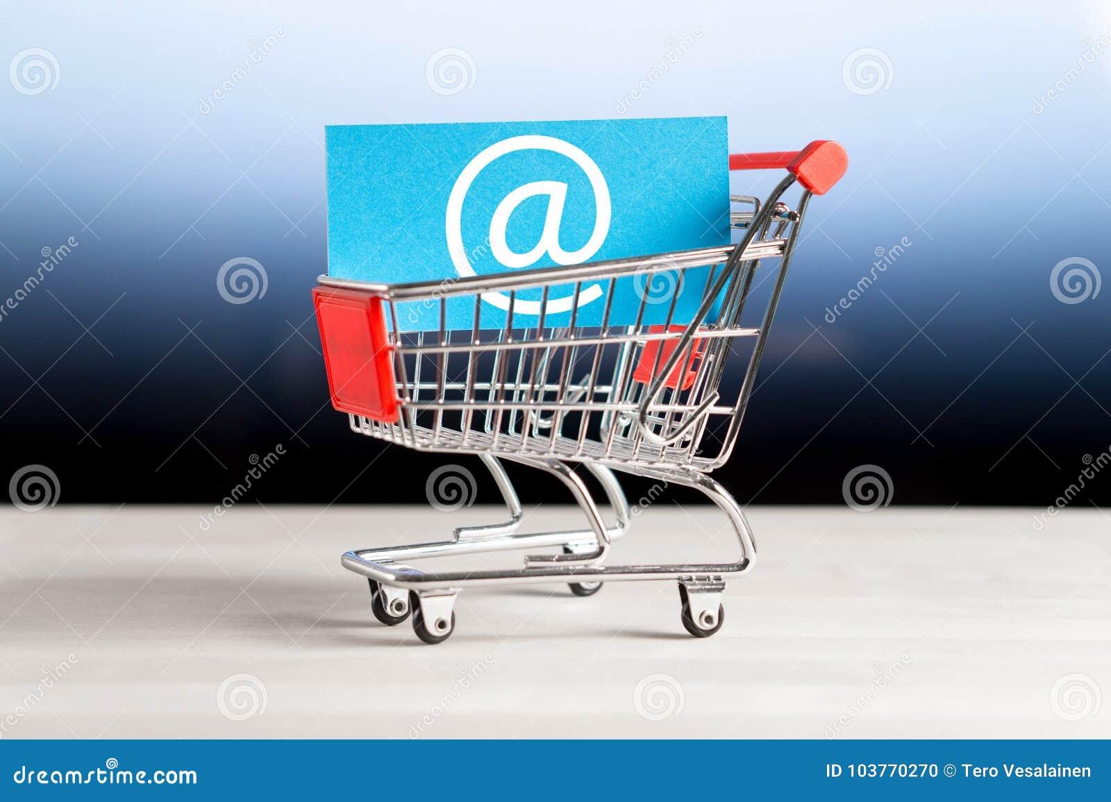 Онлайн покупки, коммерция e и интернет хранят концепция