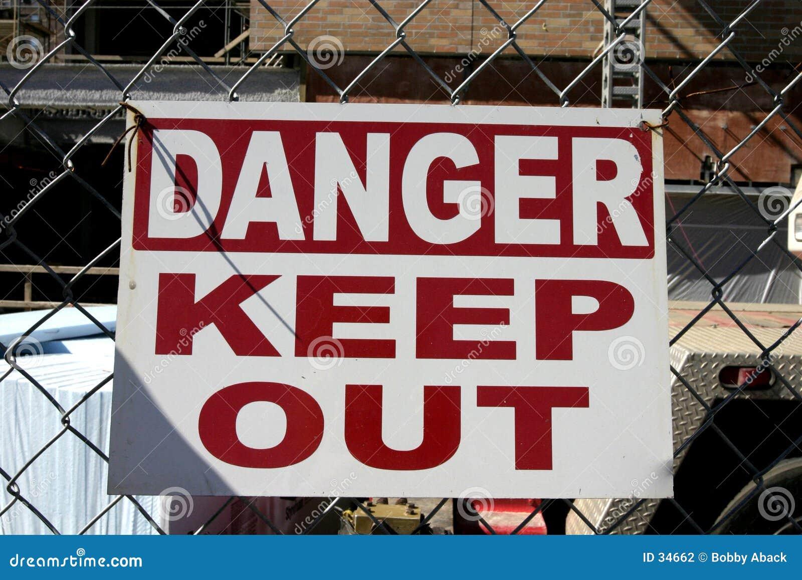 опасность держит вне