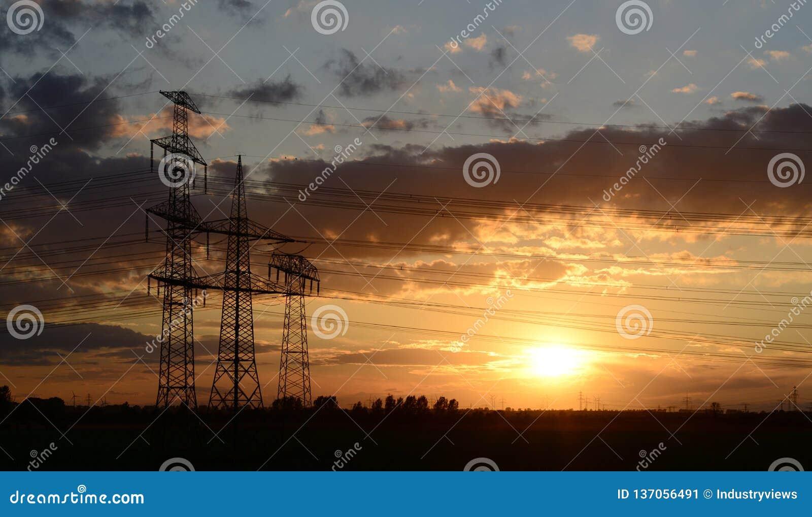 Опоры силы для транспортировать электричество