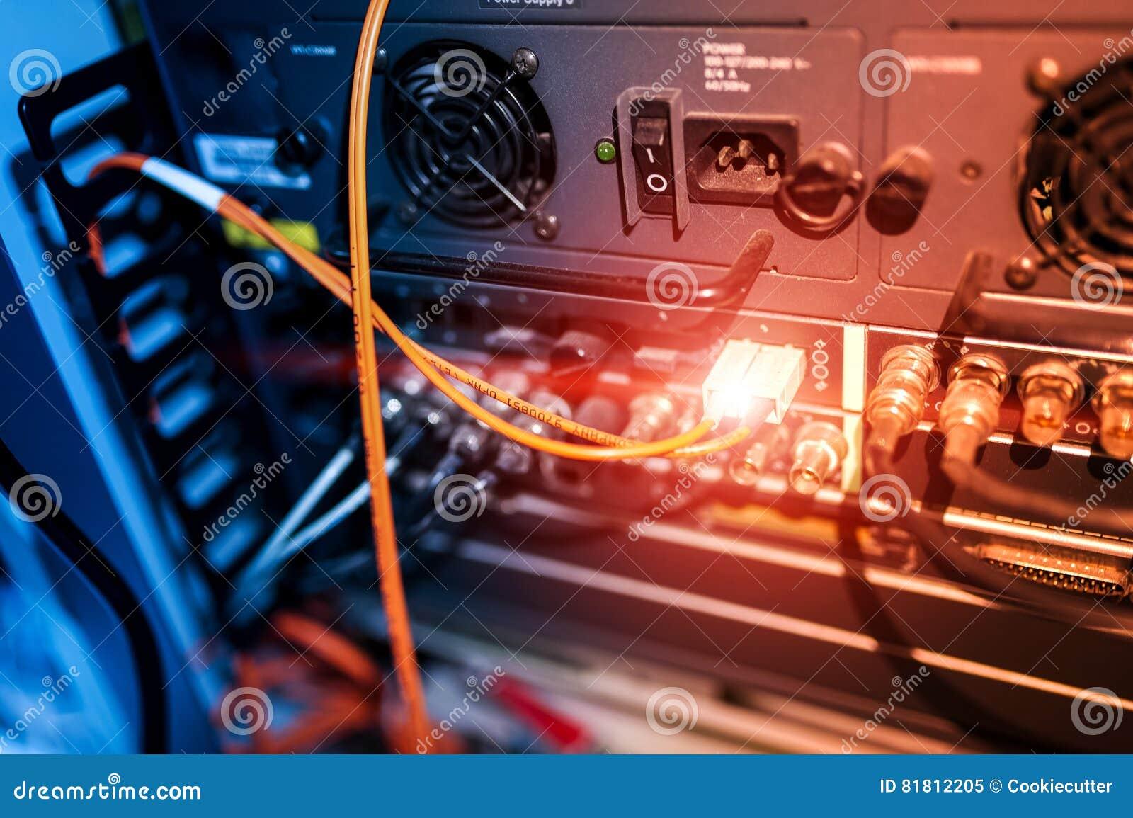 Оптическое волокно с серверами в центре данных технологии