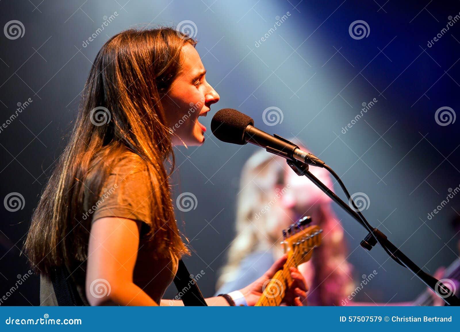 Оплачьте (диапазон) в концерте на месте Apolo