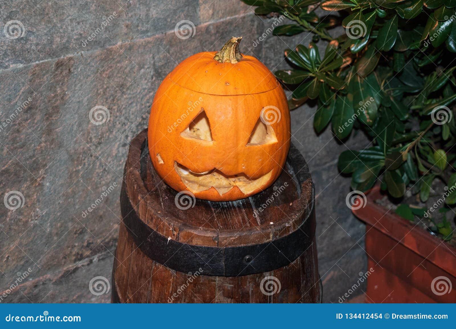 Оранжевая предпосылка тыквы хеллоуина в Пизе