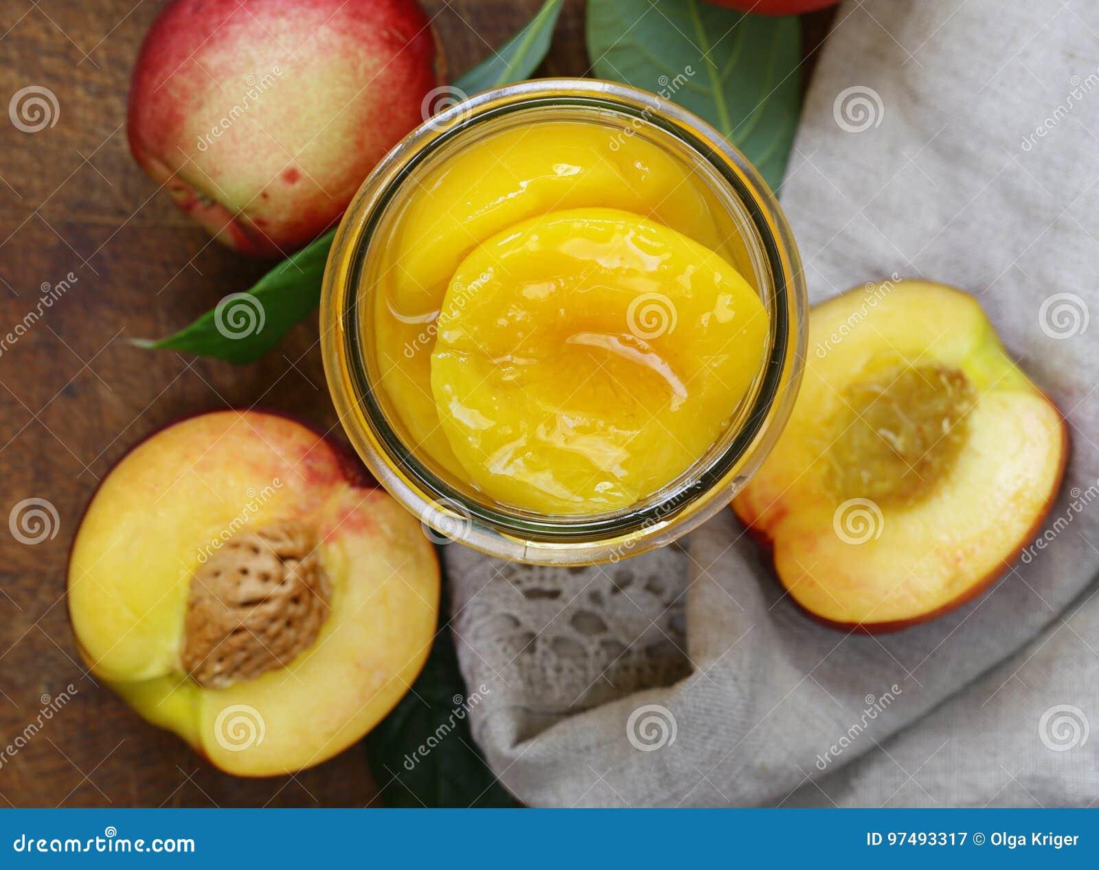 Органические плодоовощи, помадка законсервировали персики