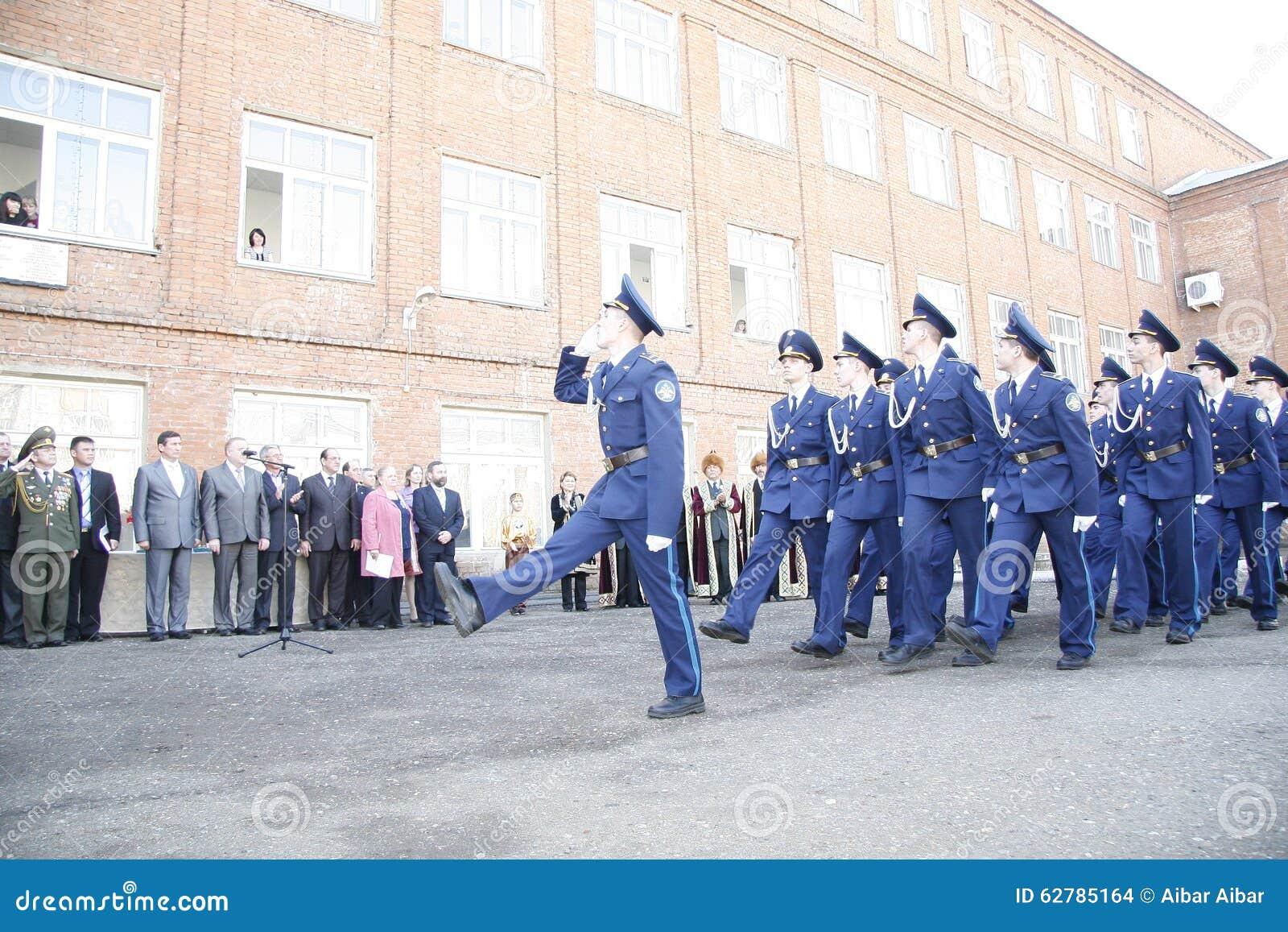 Оренбург Марш кадетов 2010 На предпосылке - Bashkirs в национальных одеждах
