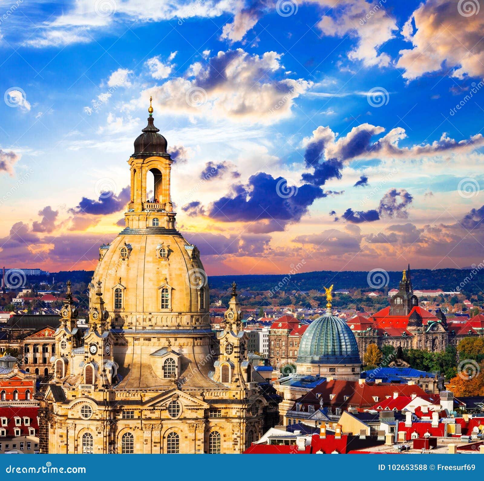 Ориентир ориентиры Германии - красивого барочного Дрездена над заходом солнца