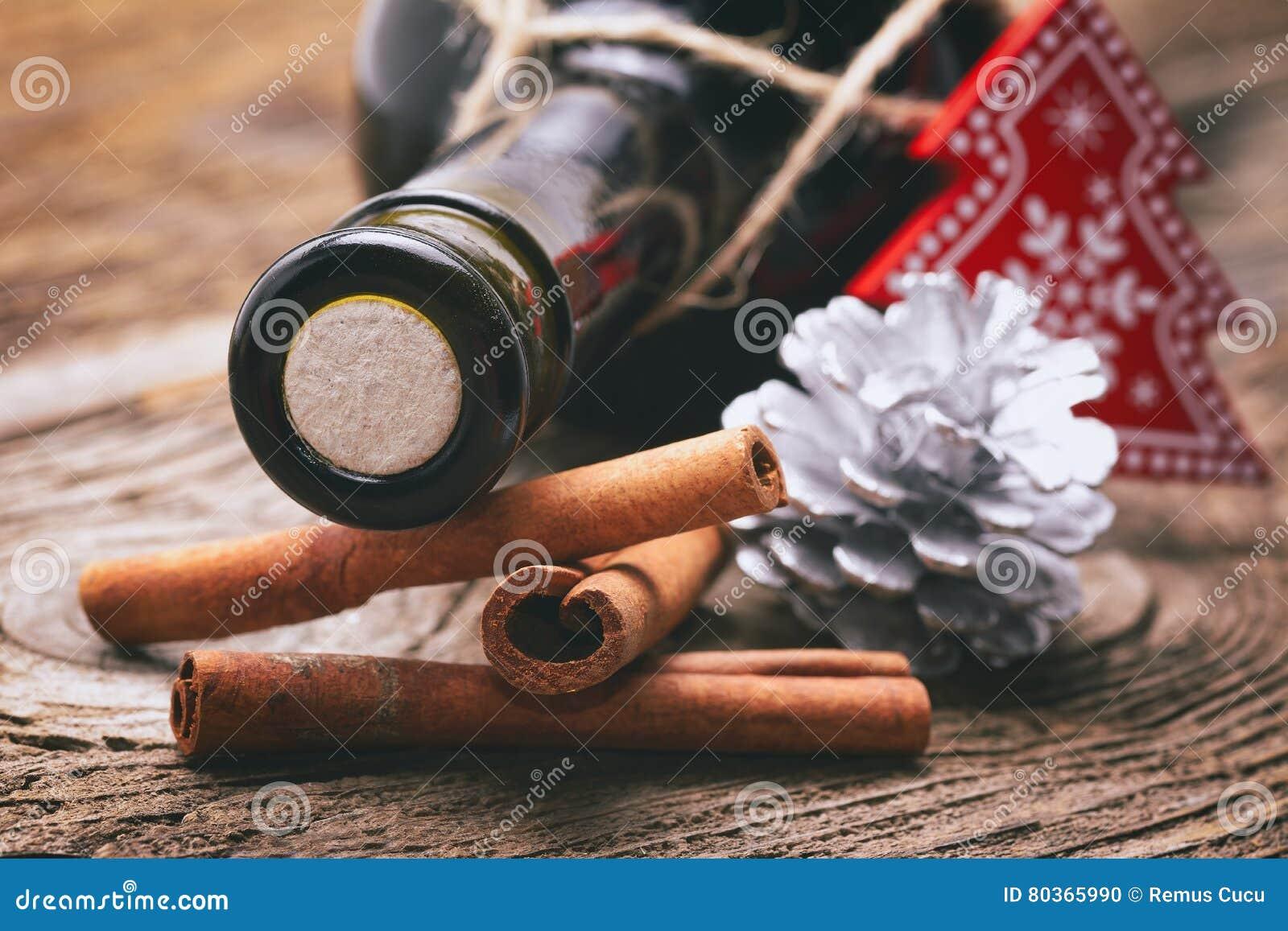Орнаменты рождества на деревянном столе
