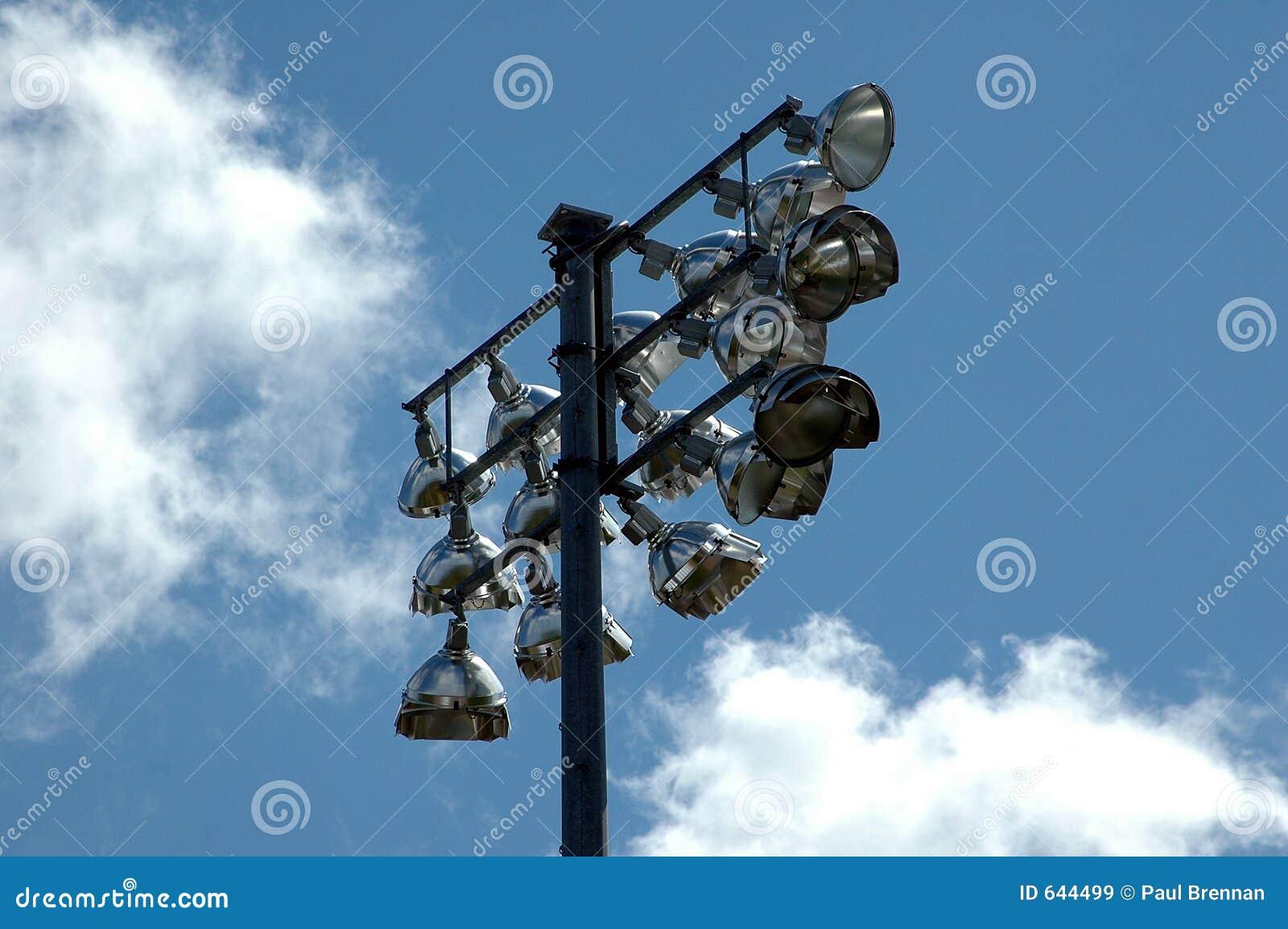 Download освещает стадион стоковое изображение. изображение насчитывающей outdoors - 644499