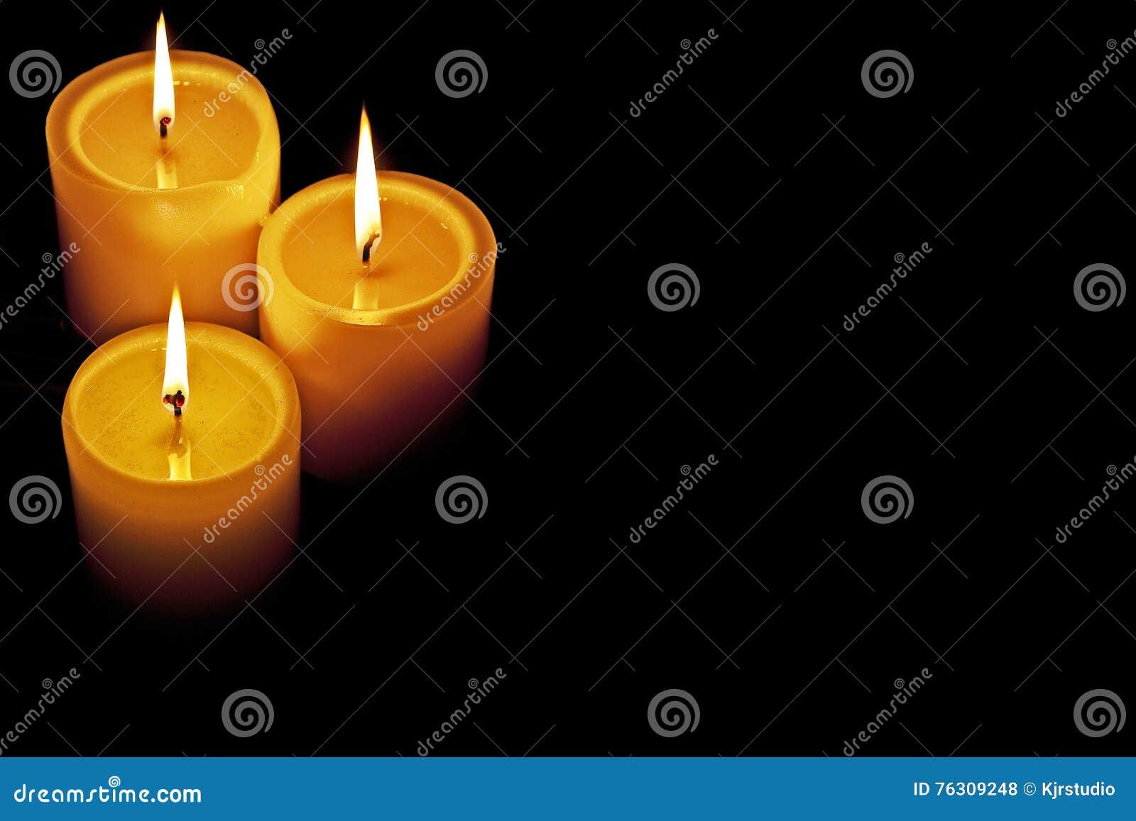 Освещенные свечи
