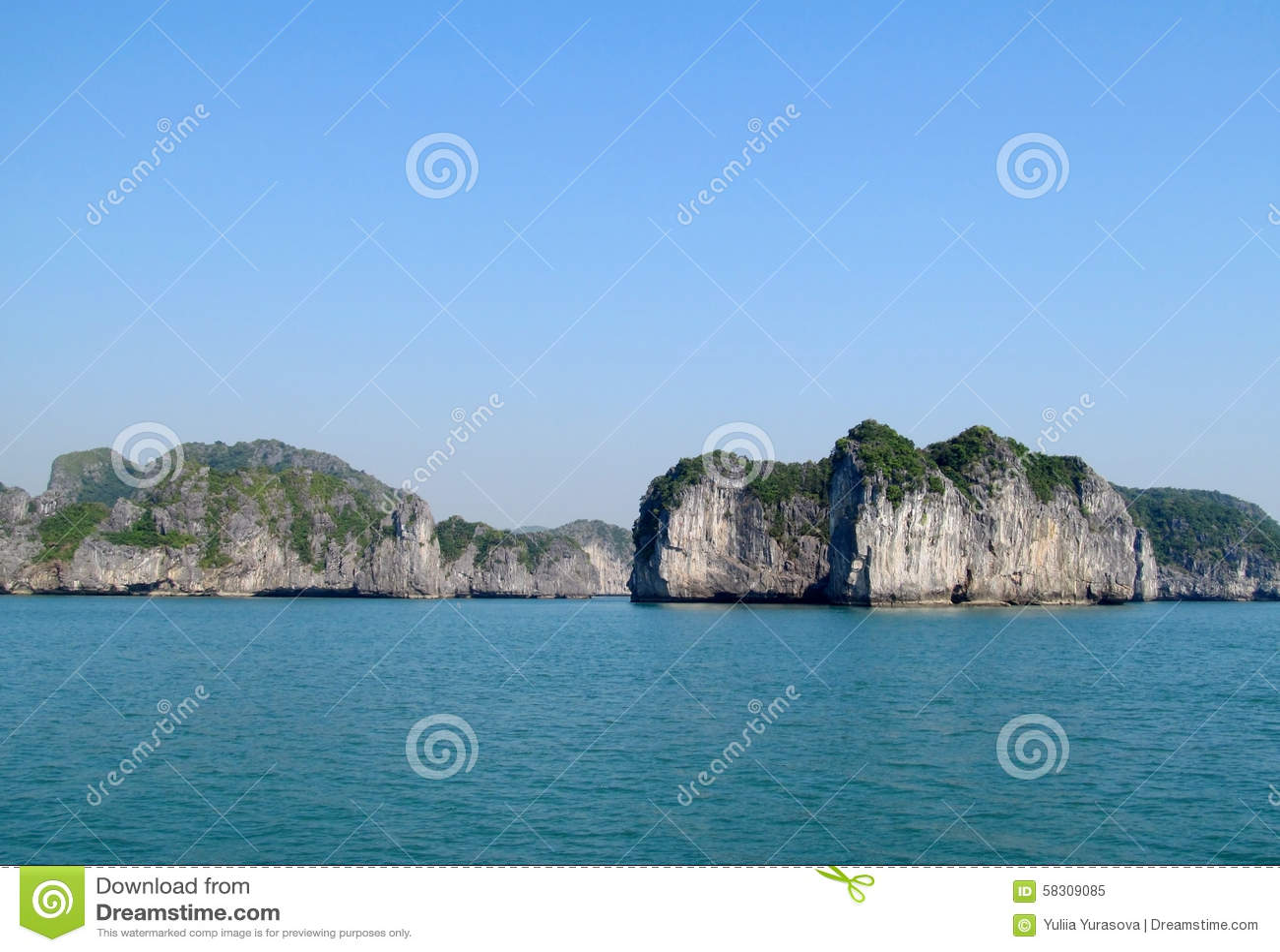 Остров известняка в заливе моря