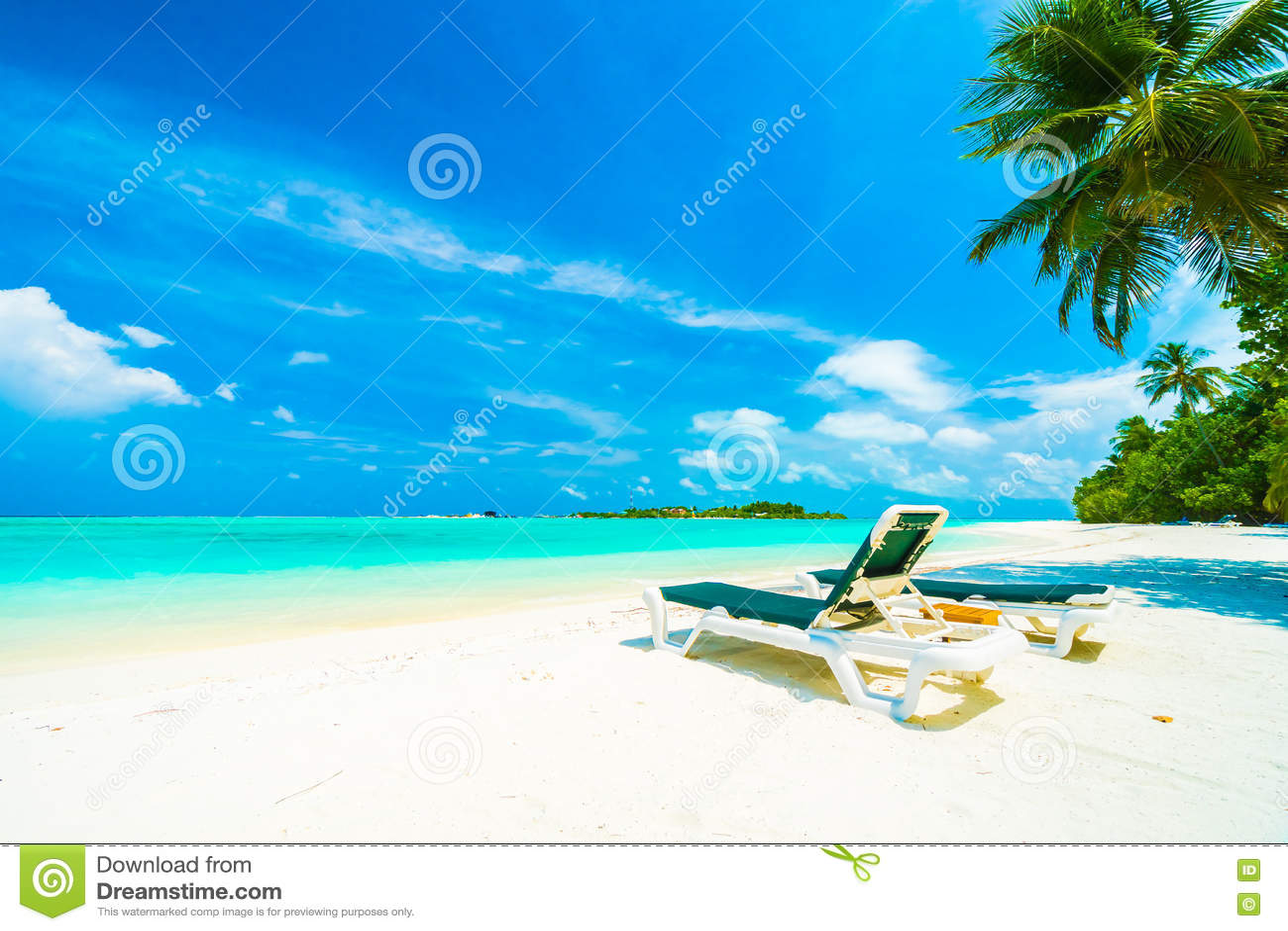 Download остров Мальдивы стоковое фото. изображение насчитывающей праздник - 72282706
