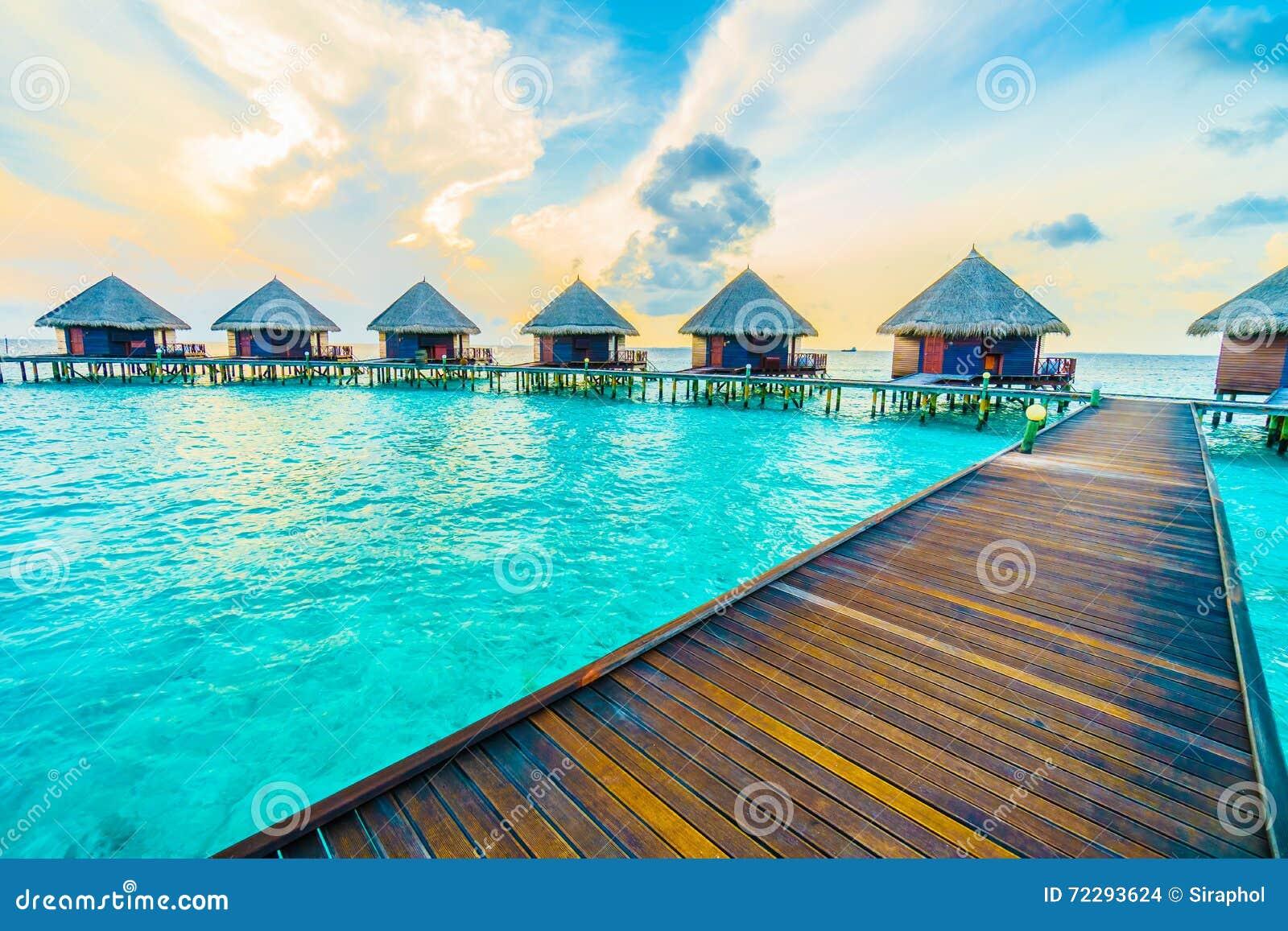 Download остров Мальдивы стоковое фото. изображение насчитывающей перемещение - 72293624