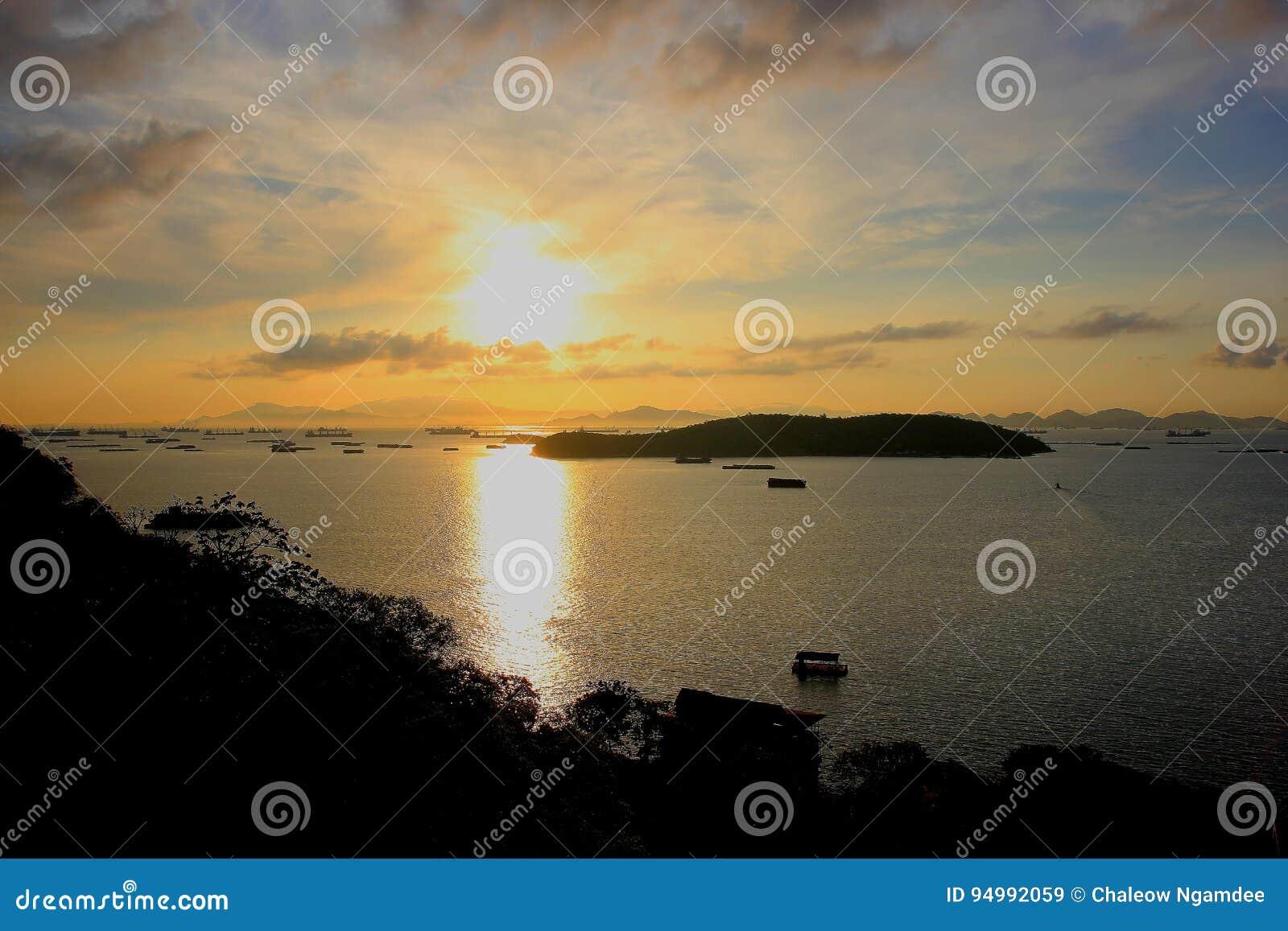 Остров Sichang в утре