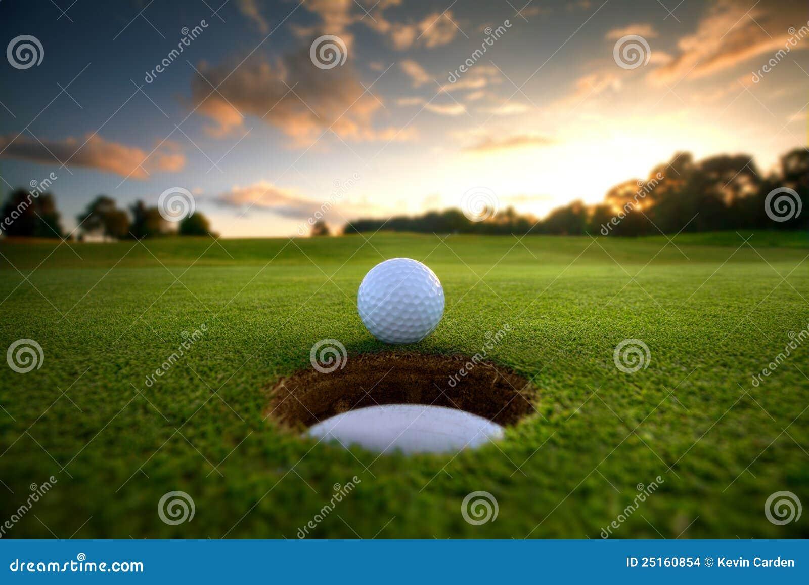отверстие гольфа шарика ближайше