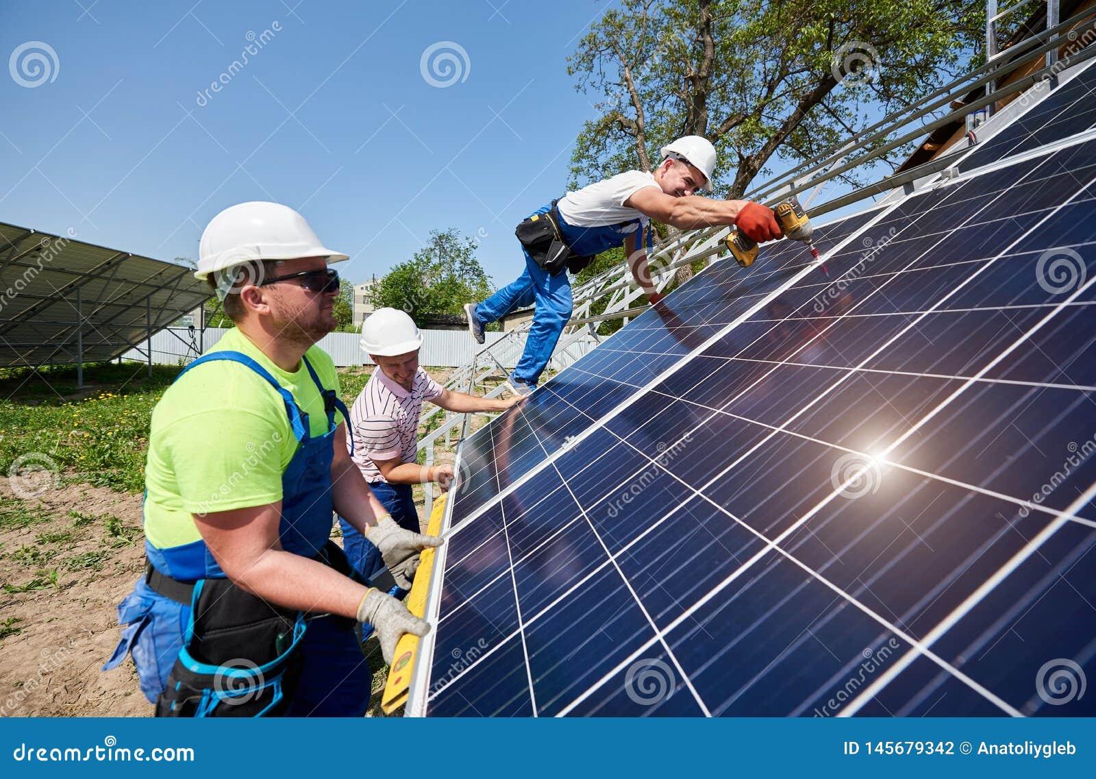 Отдельно стоящая внешняя установка системы панели солнечных батарей, зеленая концепция способная к возрождению поколения энергии