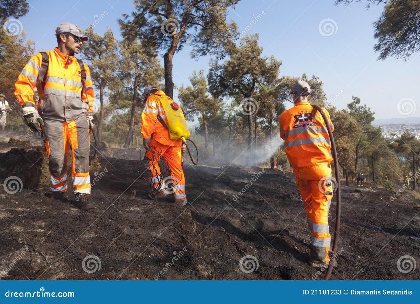 отдел тушит пущу пожара