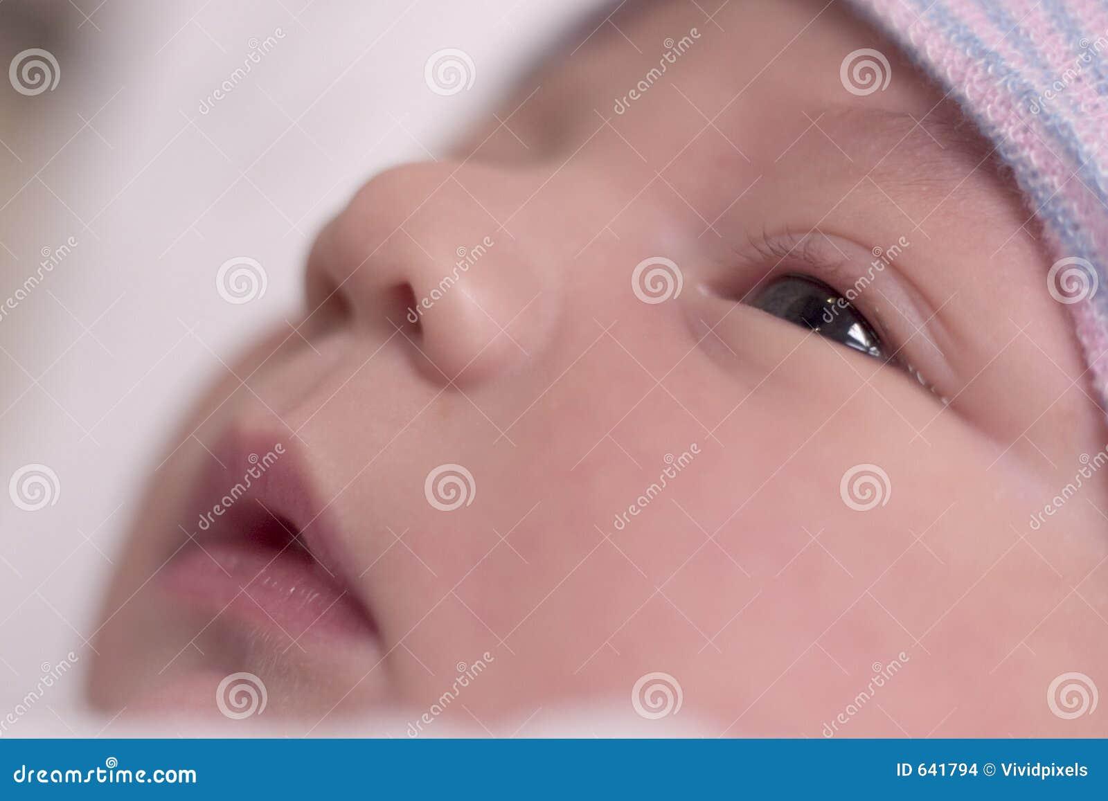 Download отдыхать младенца стоковое фото. изображение насчитывающей малюсенько - 641794