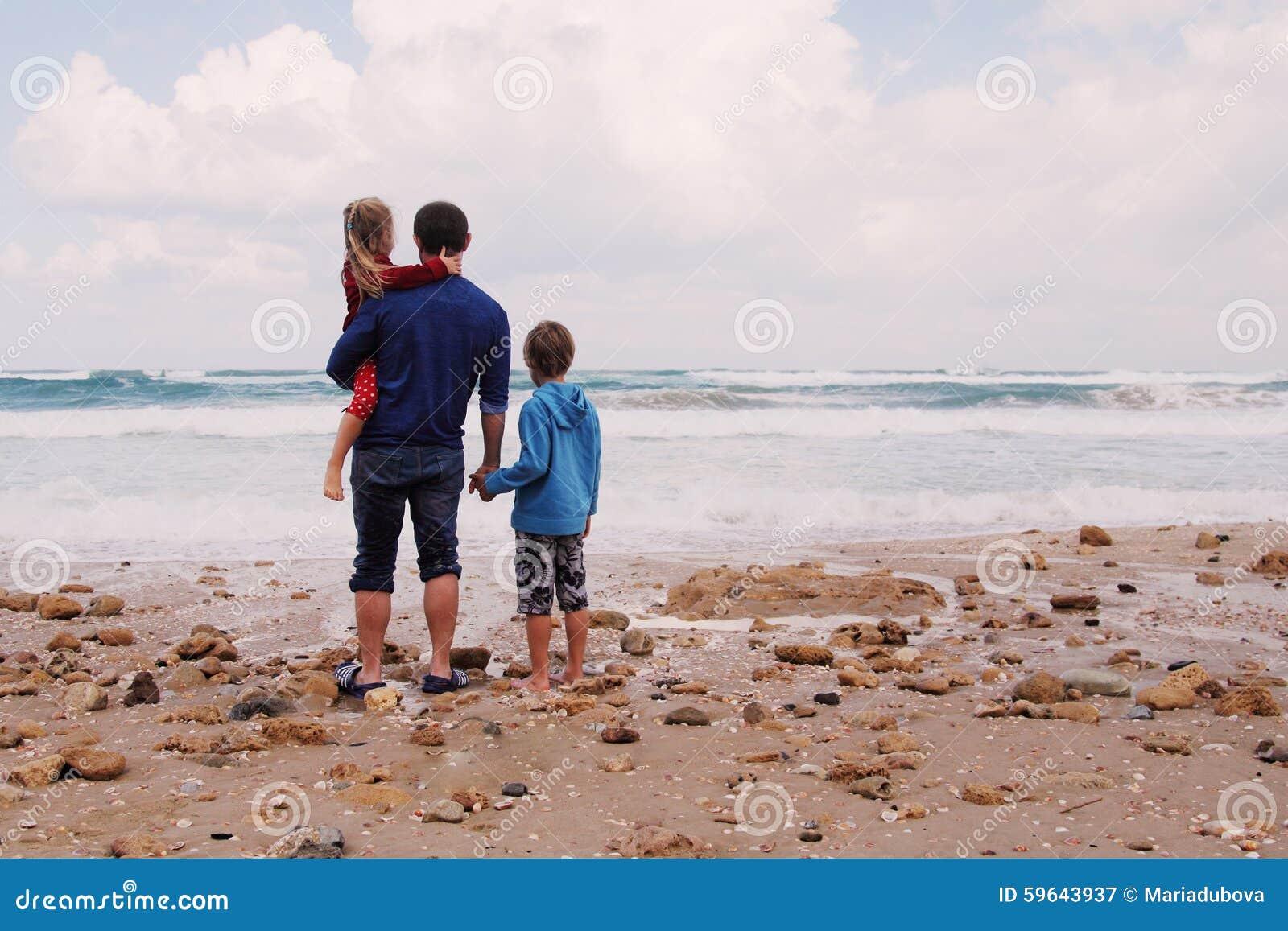 Отец, сын и дочь
