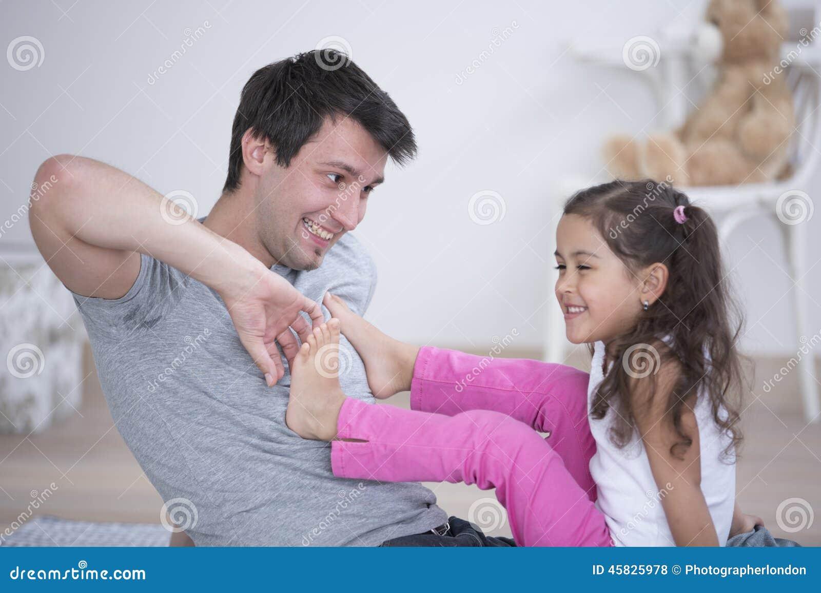 Трахнул старшую дочку, Отец трахнул дочь в красивом видео hd 720 21 фотография