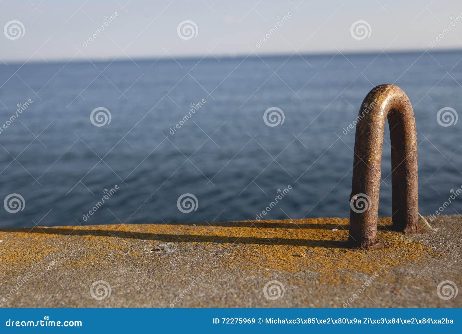 Download Открытка от гавани, моря во время захода солнца Стоковое Изображение - изображение насчитывающей естественно, строя: 72275969