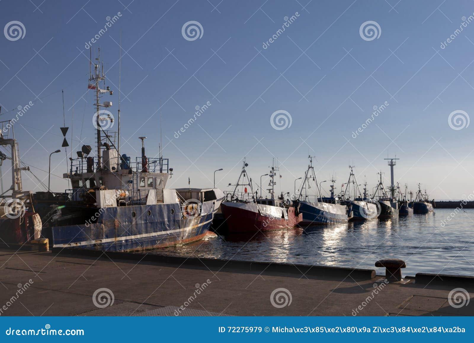 Download Открытка от гавани, поставленных на якорь кораблей, моря во время захода солнца Стоковое Изображение - изображение насчитывающей landmark, открытка: 72275979