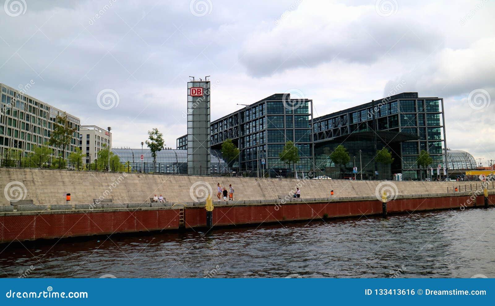 Отправная точка Берлина центральная Station_The для круиза на реке оживления к городу Берлина