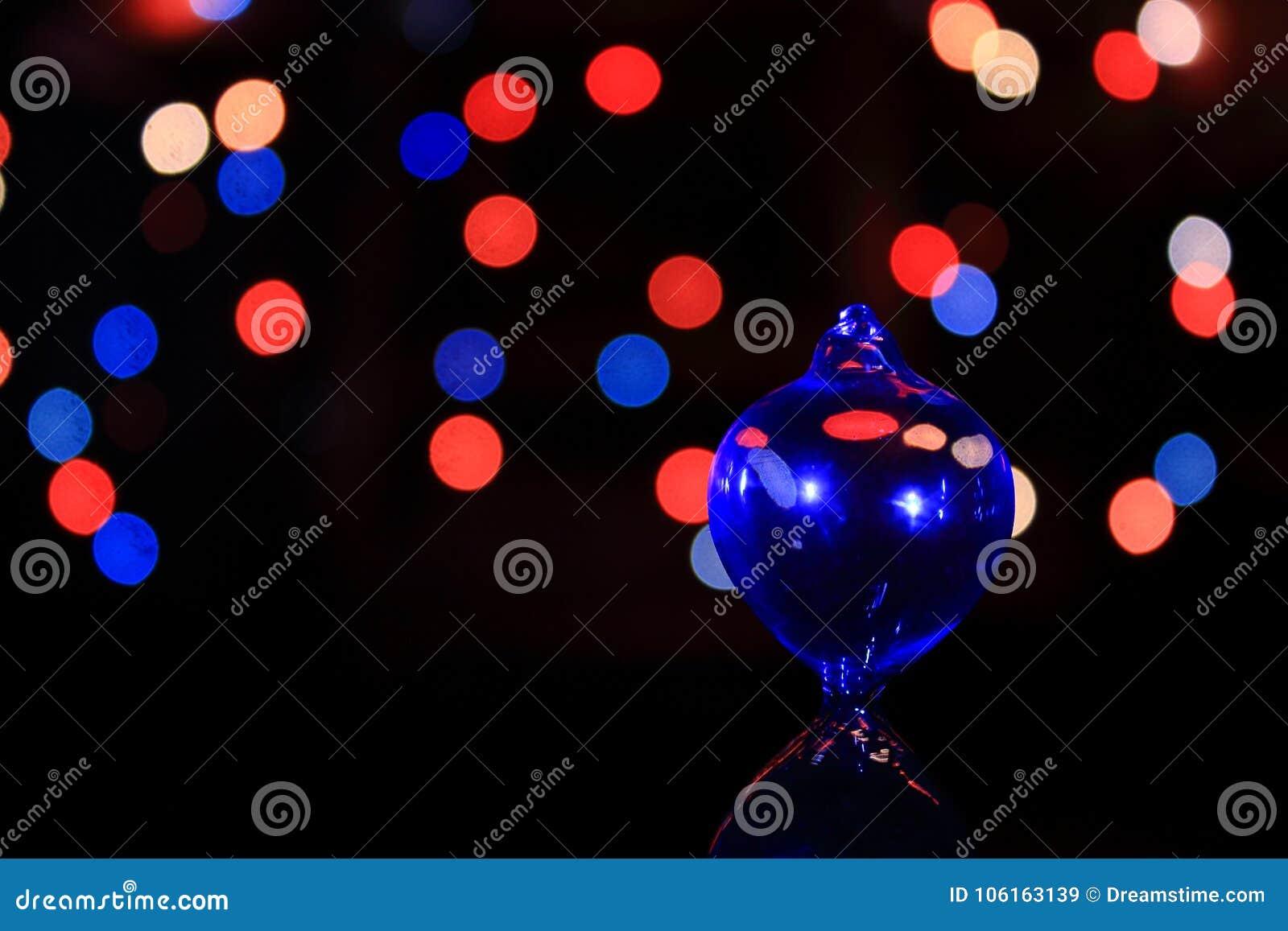 Отражение стеклянного шарика