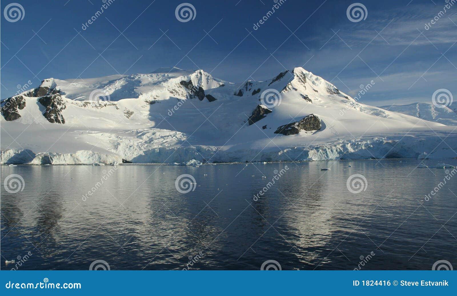 отражения горы ледников
