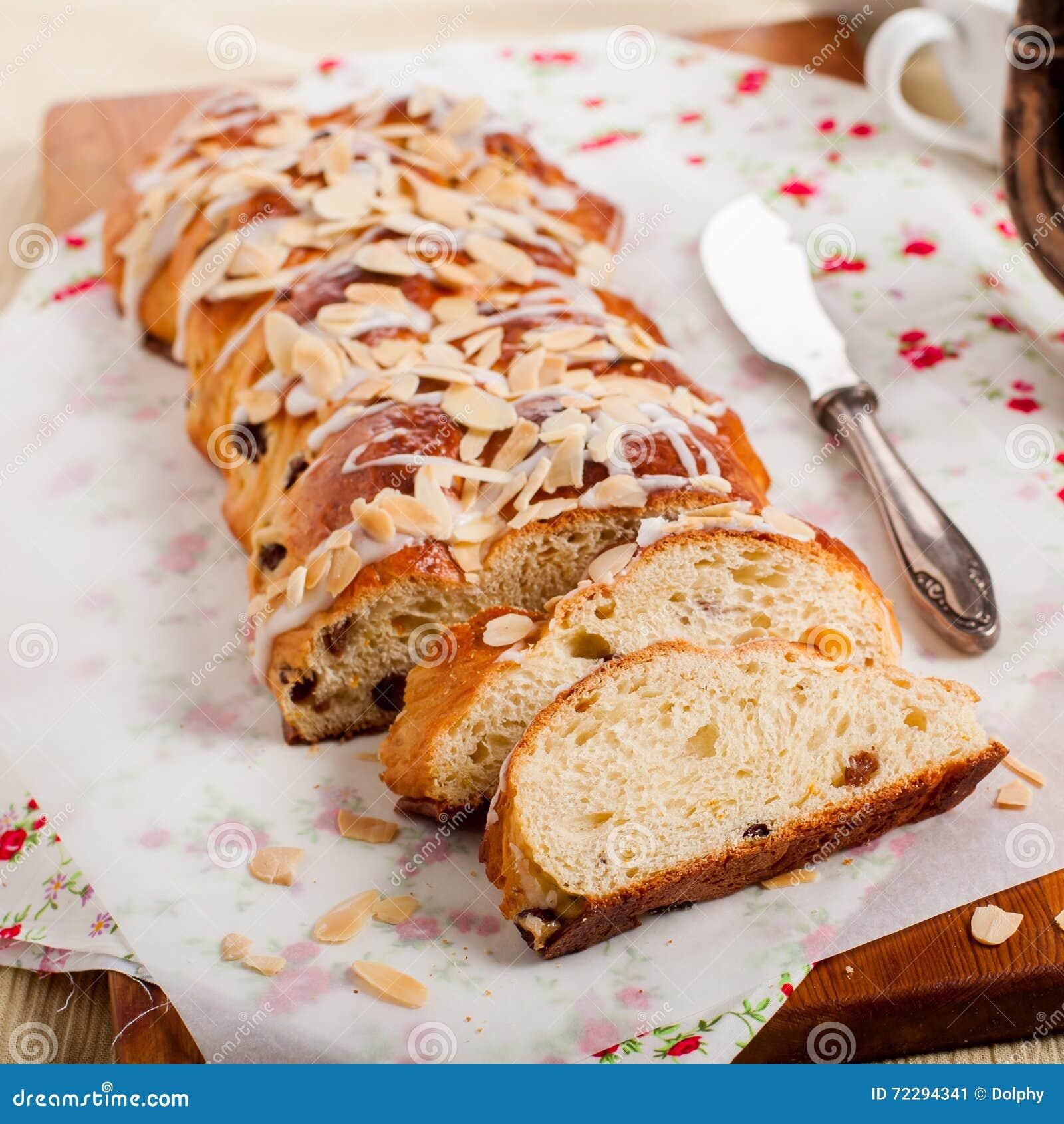 Download Отрезанный заплетенный сладостный хлеб Стоковое Изображение - изображение насчитывающей лакомка, almira: 72294341