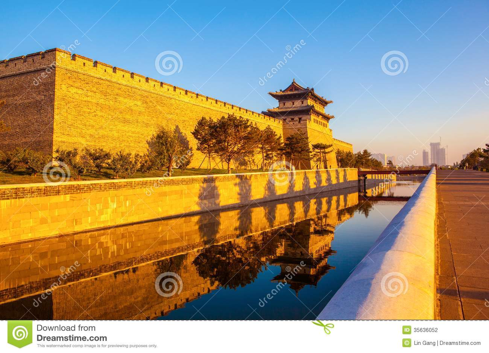 Отстраивать башня стены и строба города Datong.