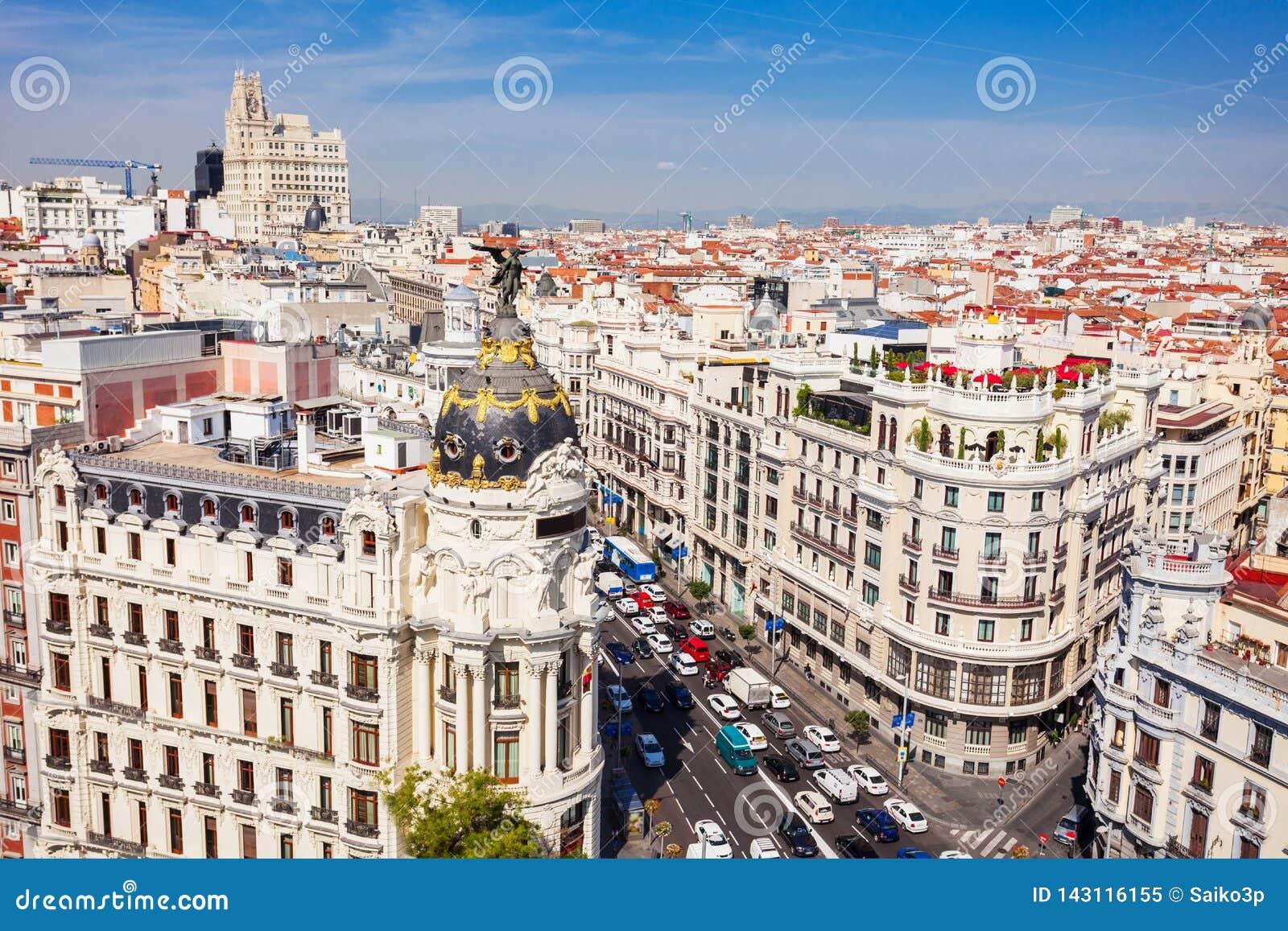 Офисное здание метрополии в Мадриде, Испании