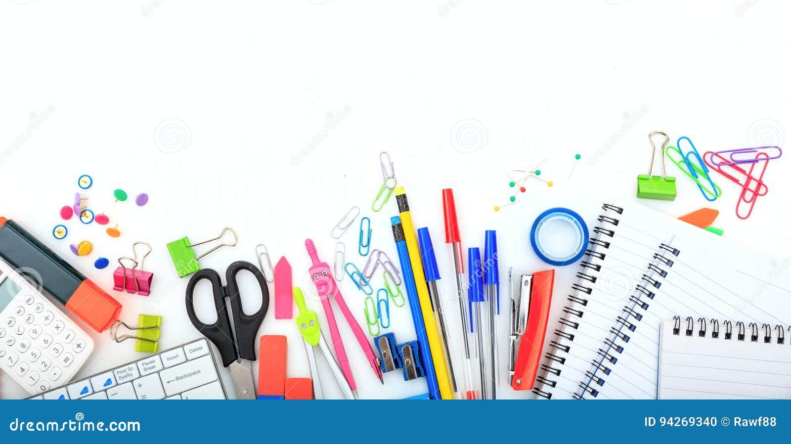 Офис - школьные принадлежности на белой предпосылке