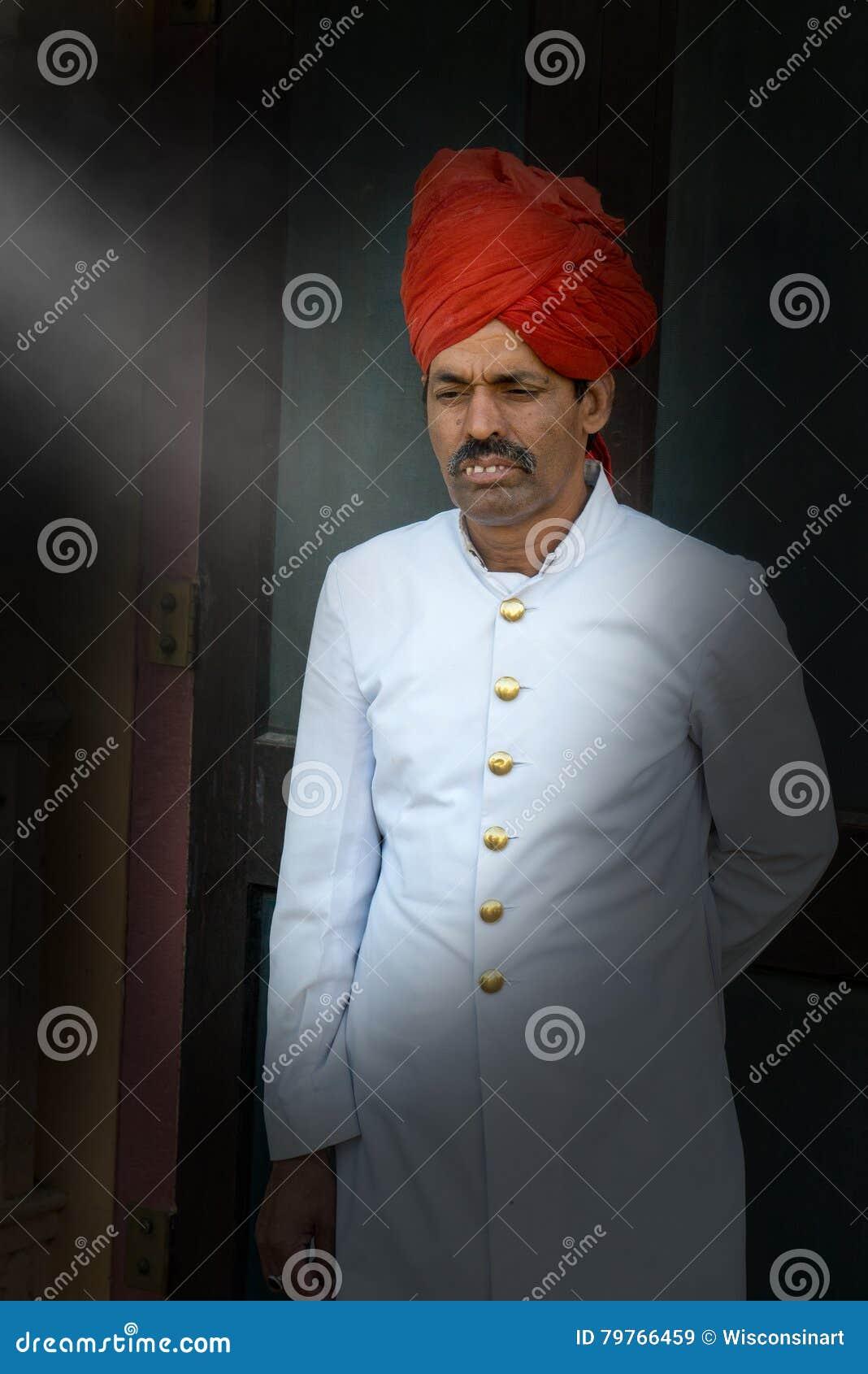 Официально одежда Индии, одеванный швейцар