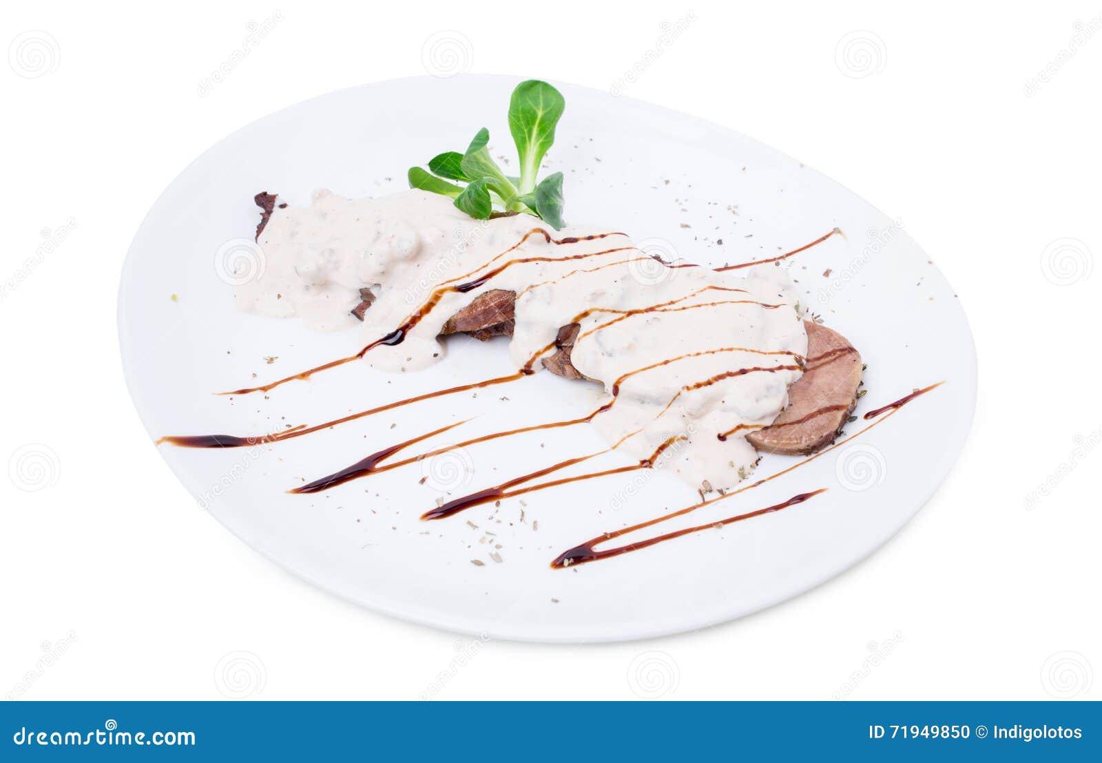 Очень вкусный зажаренный в духовке язык телятины