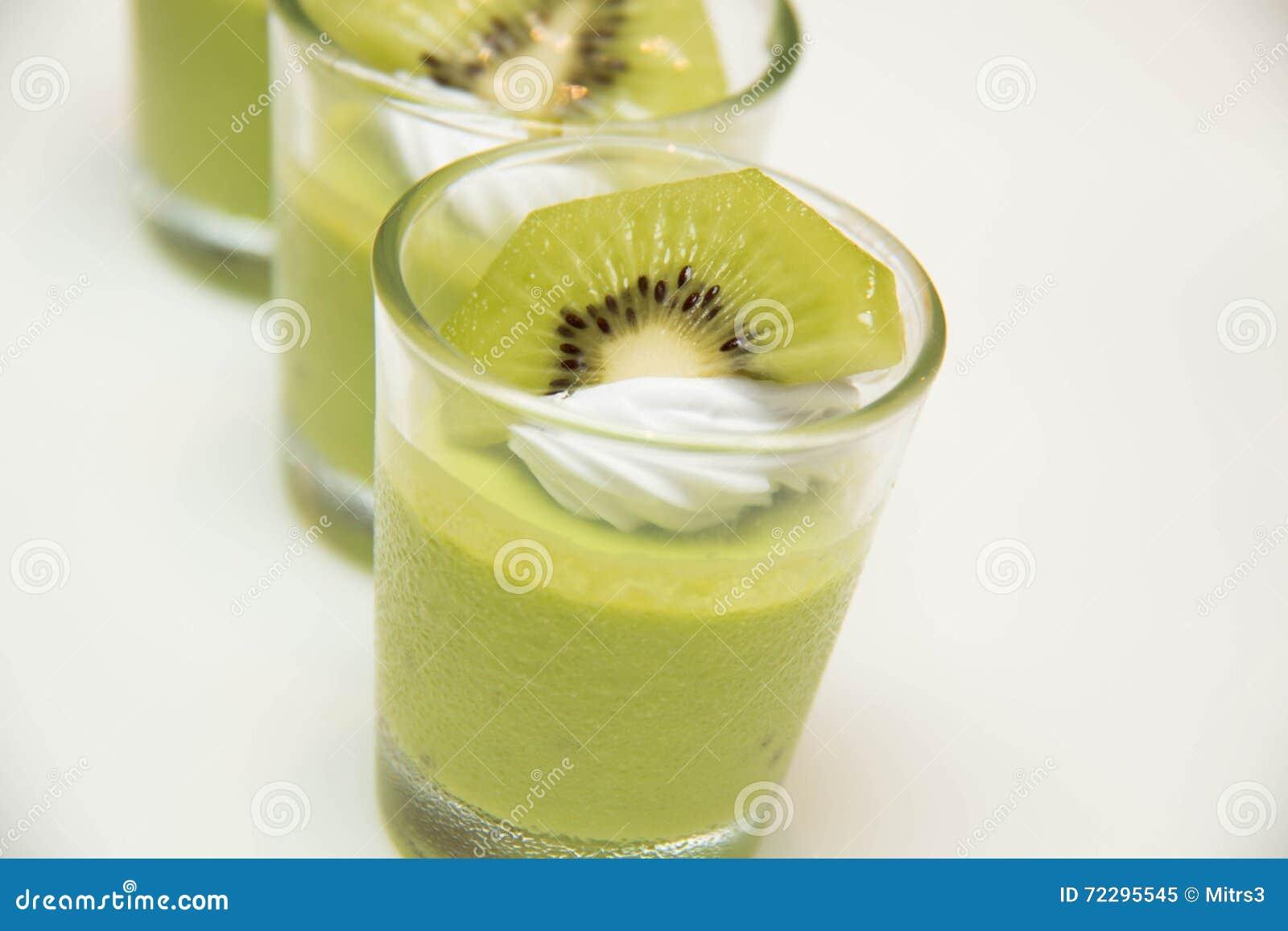 Download Очень вкусный мусс низко-калории с кусками кивиа Стоковое Изображение - изображение насчитывающей здорово, киви: 72295545