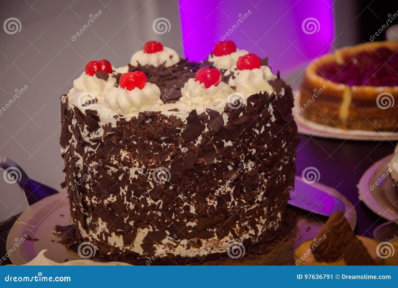 Очень вкусный торт с мороженым