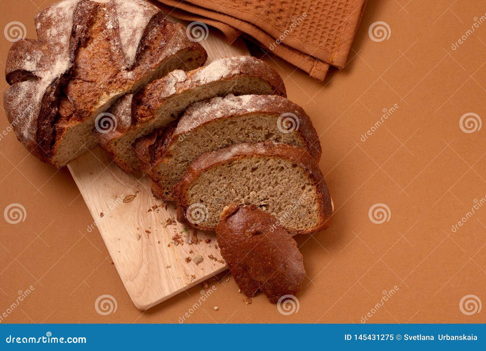 Хлеб руты на таблице
