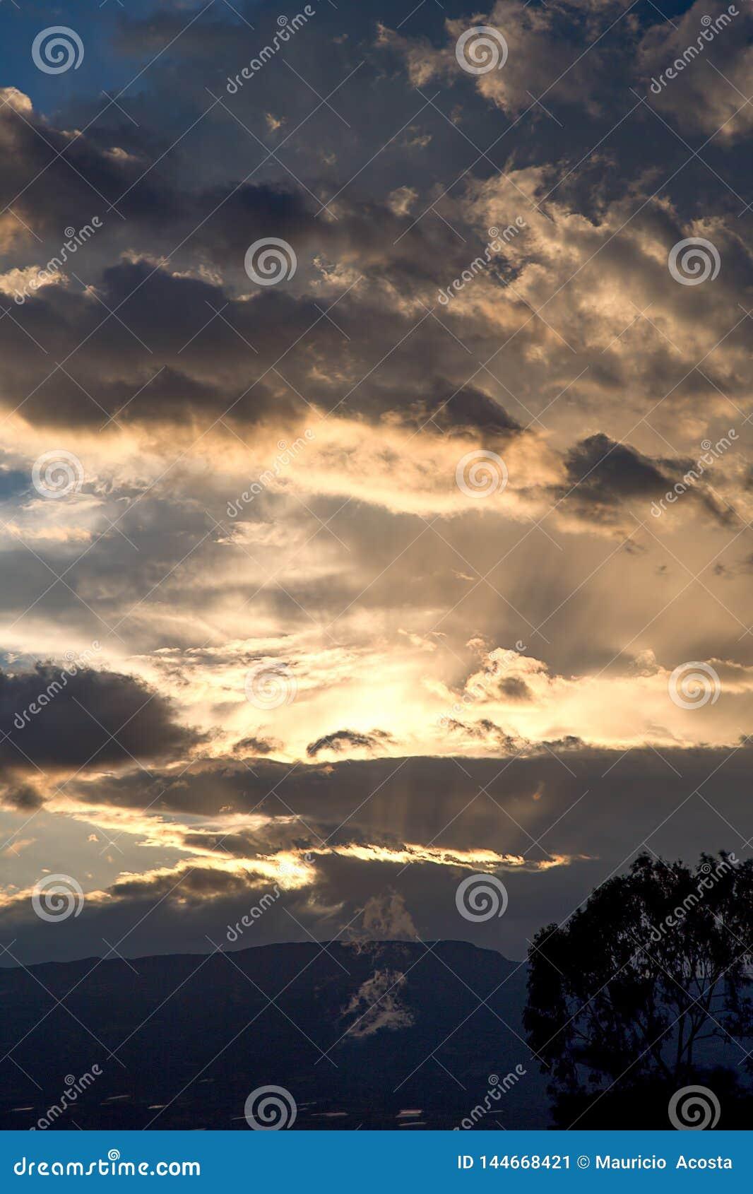 Очень конец великолепного захода солнца