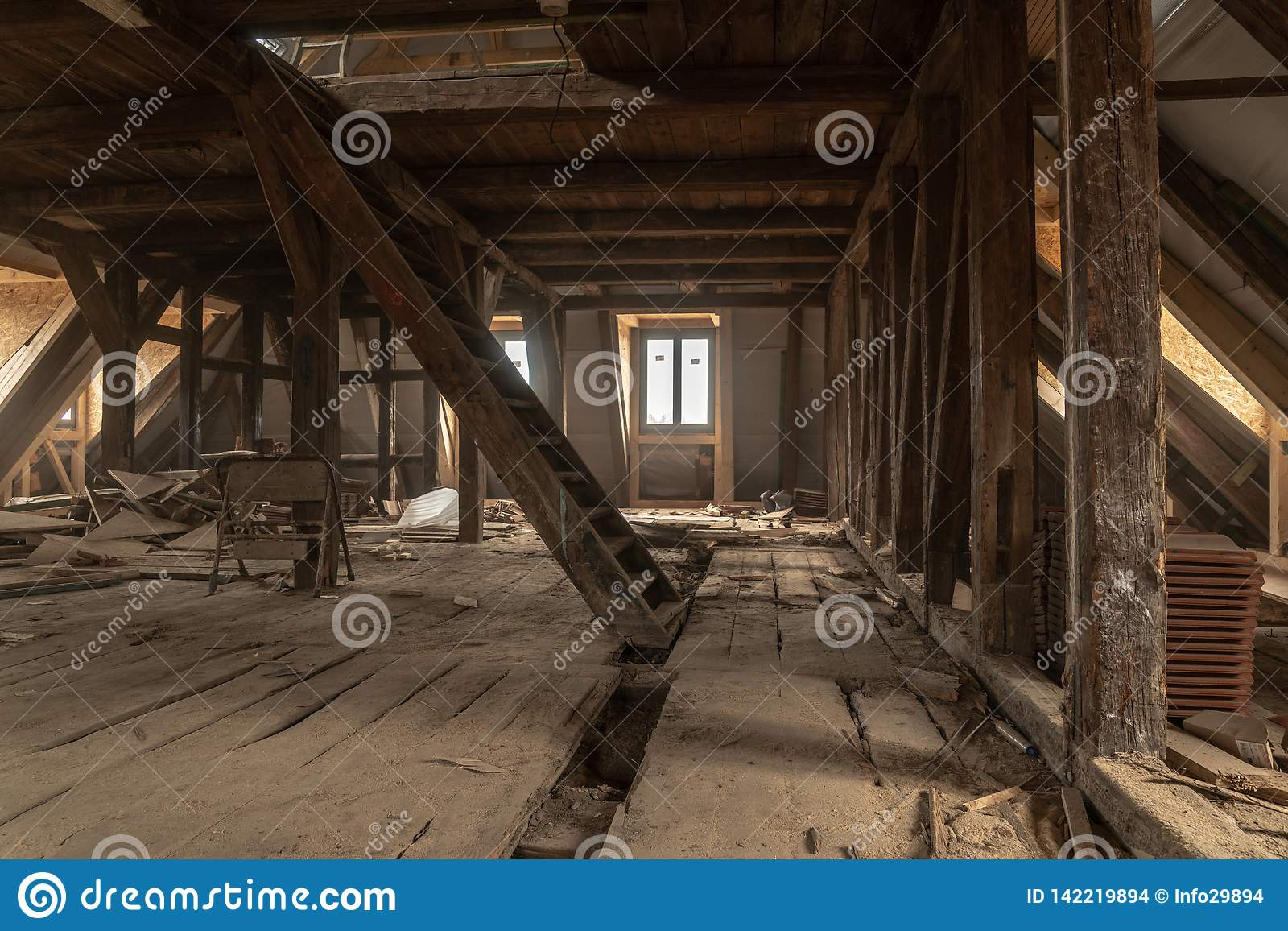 Очень старый дом обширно восстановлен
