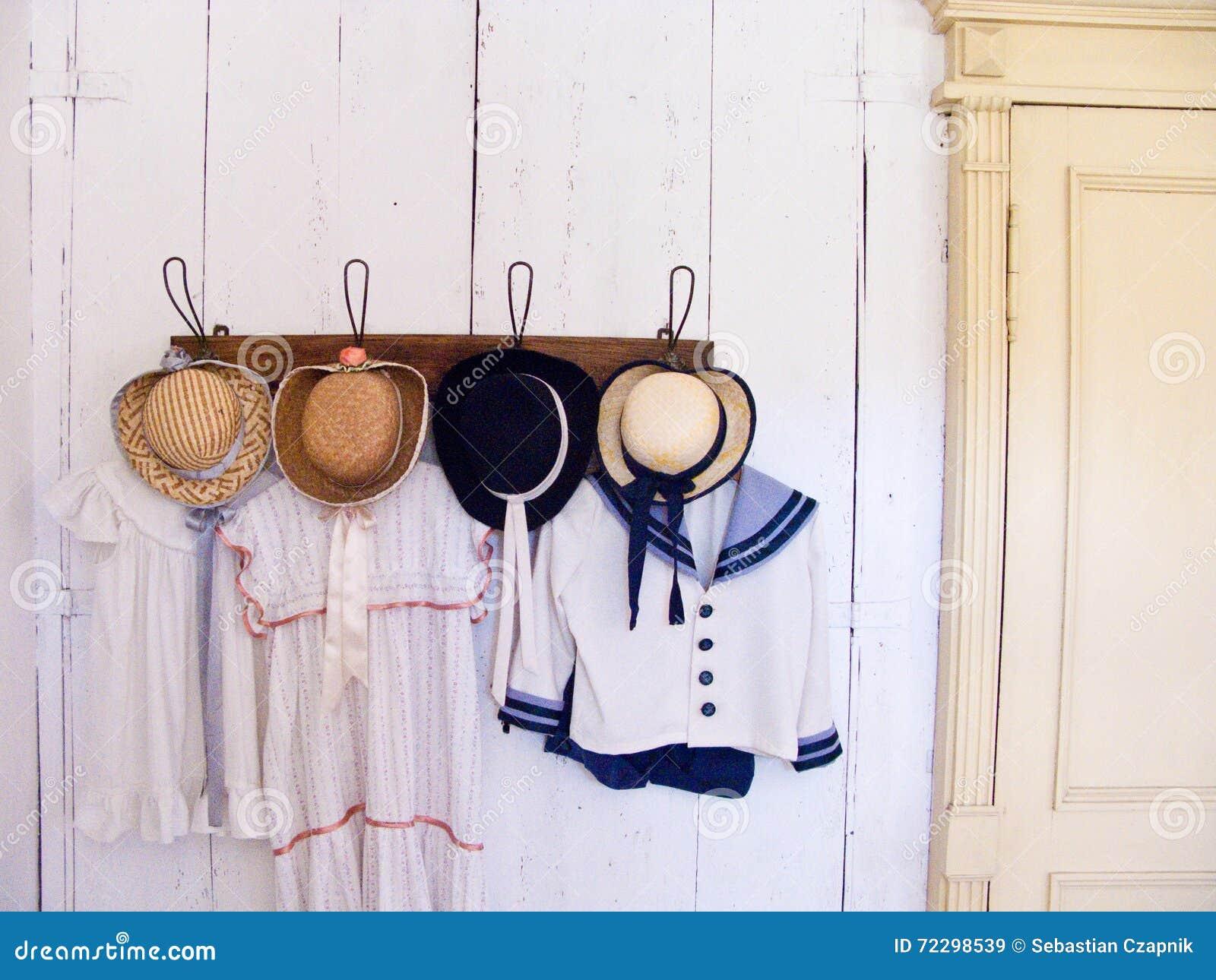 Download Одежда Kashubian стоковое изображение. изображение насчитывающей vintage - 72298539
