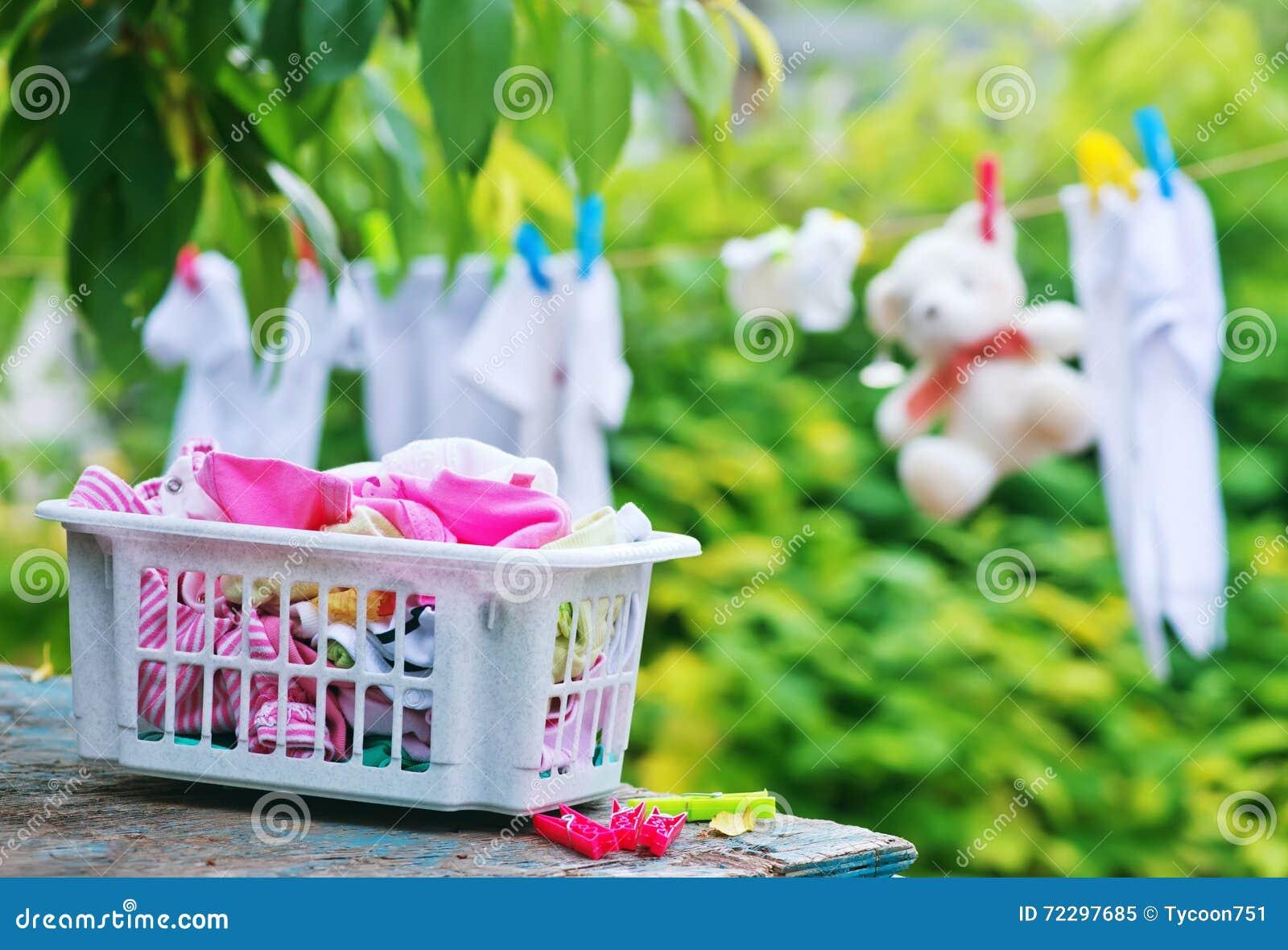 Download Одежды младенца стоковое изображение. изображение насчитывающей одежда - 72297685