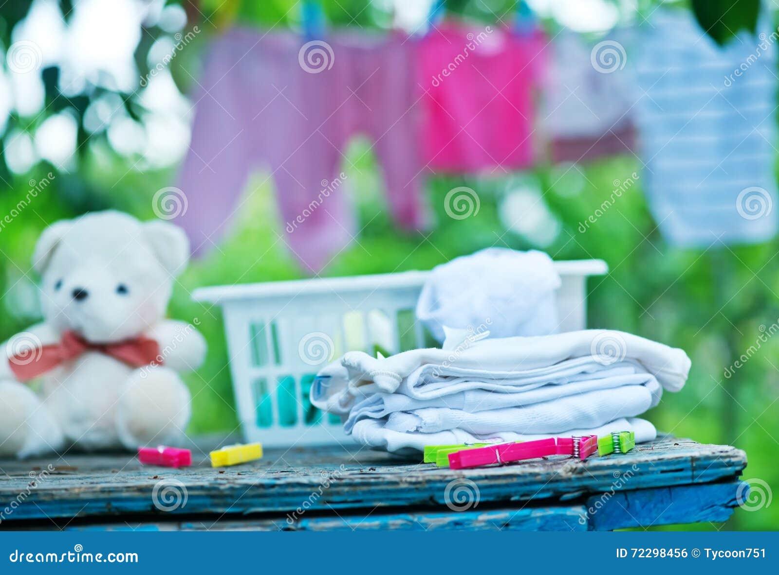 Download Одежды младенца стоковое фото. изображение насчитывающей clothespins - 72298456